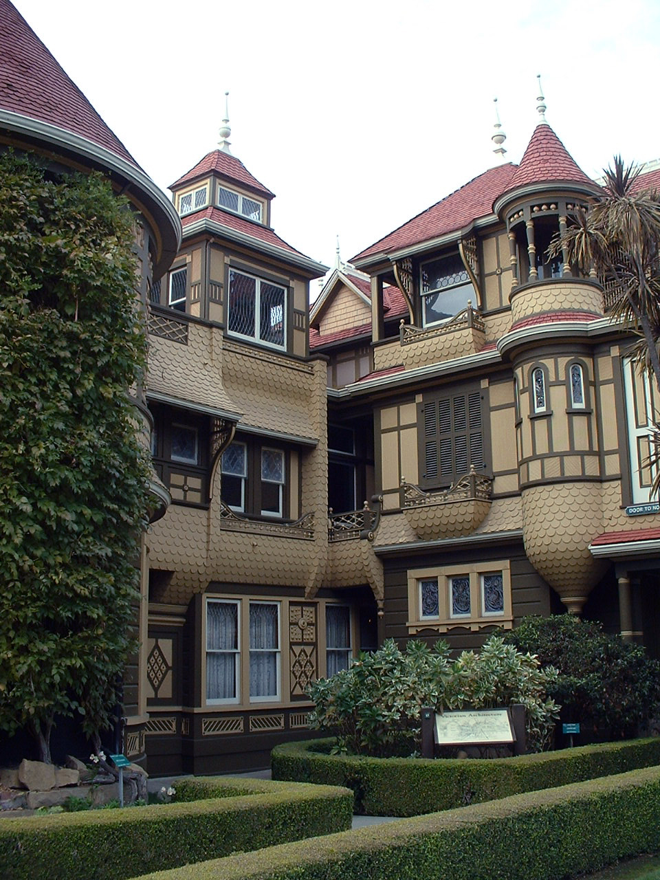 file:winchester mystery house (corner) - wikimedia commons