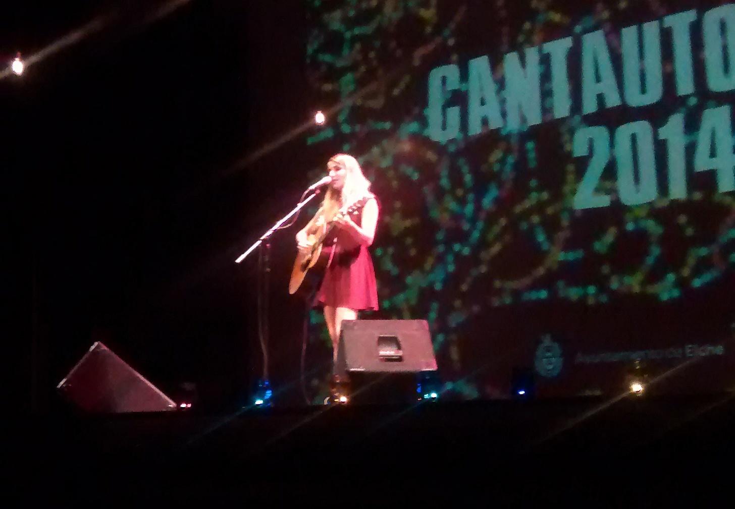 La cantautora Zahara durante un concierto (Elche, 2014).