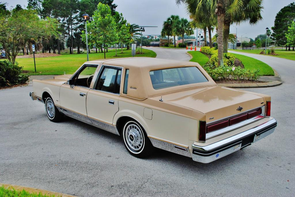 Imcdb Org 1984 Lincoln Town Car In Quot Miami Vice 1984 1989 Quot
