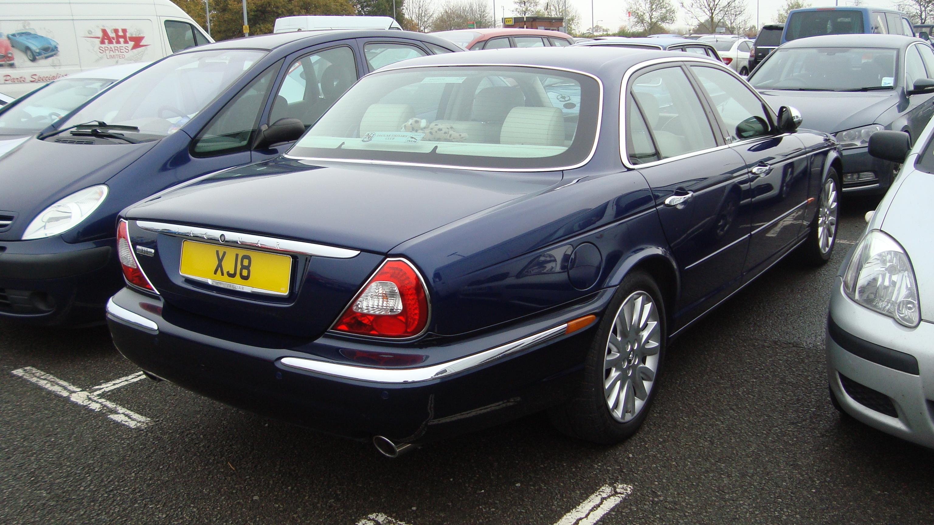 Amazing File:2003 Jaguar XJ8 3.5 V8 SE (15691966487)