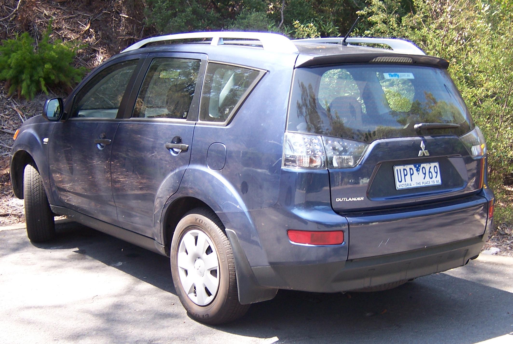 File:2006-2007 Mitsubishi Outlander LS 02.jpg