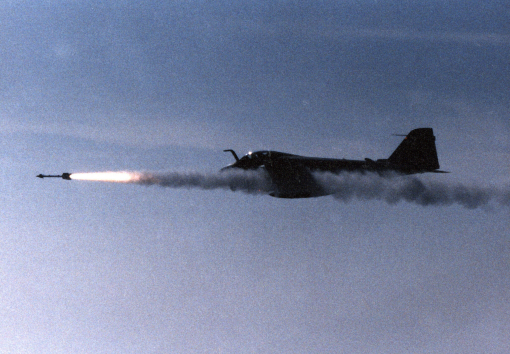https://upload.wikimedia.org/wikipedia/commons/5/55/A-6E_VA-75_fires_Sidewinder_1989.jpeg