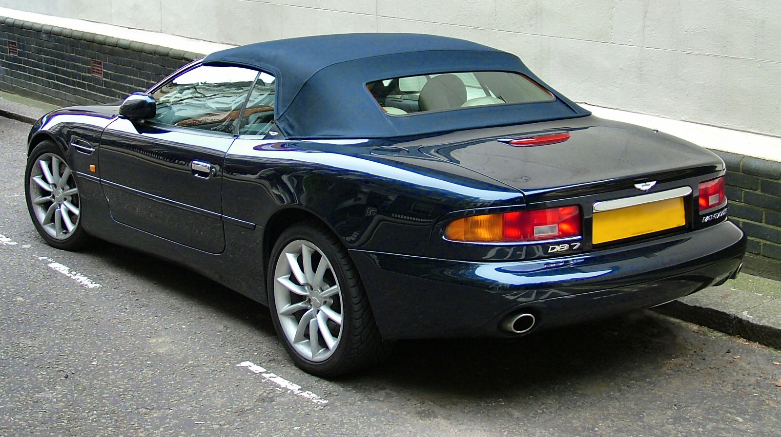 file aston martin db7 vantage rear jpg wikimedia commons