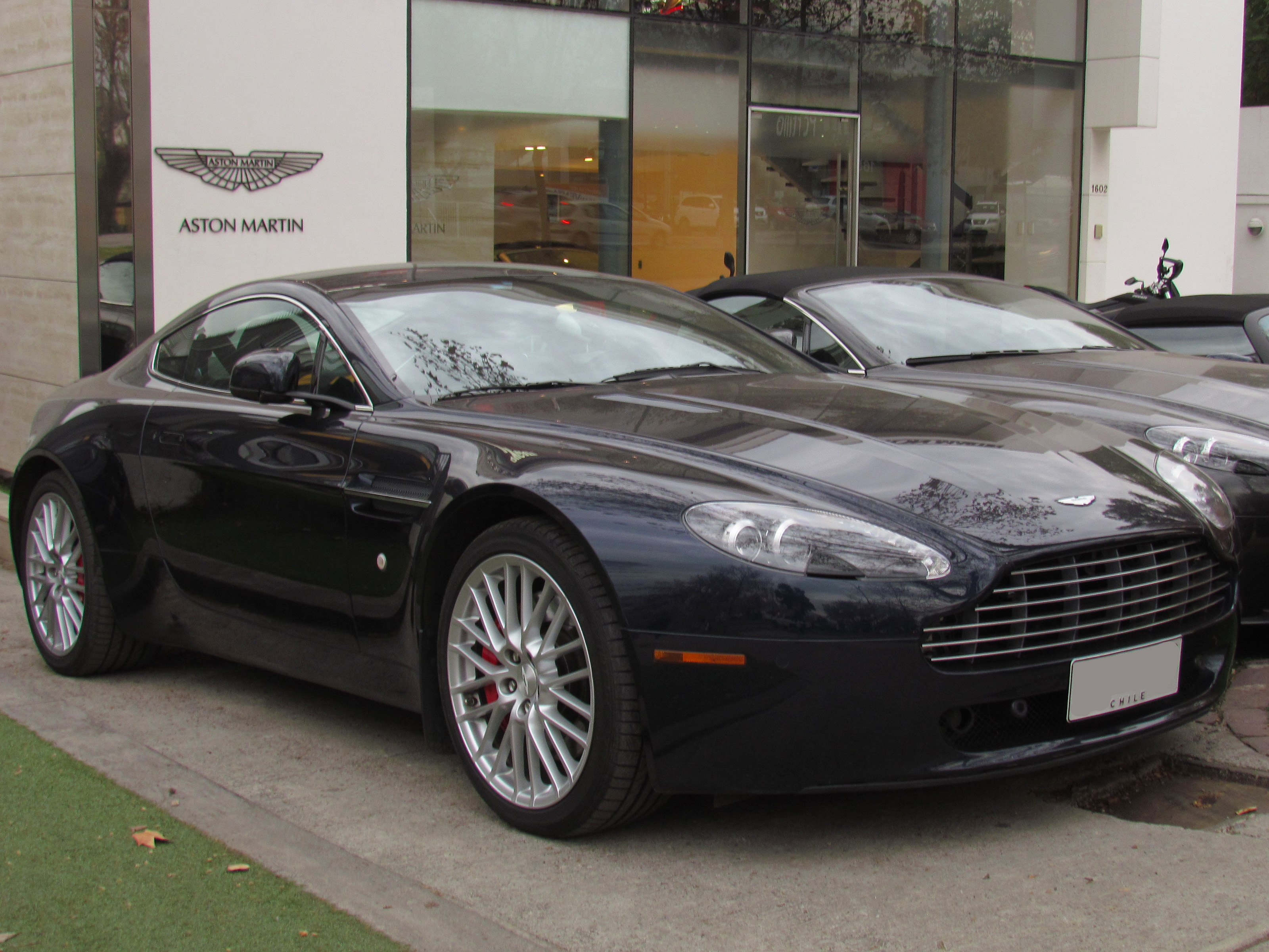 File Aston Martin V8 Vantage 2011 14974896525 Jpg Wikimedia Commons