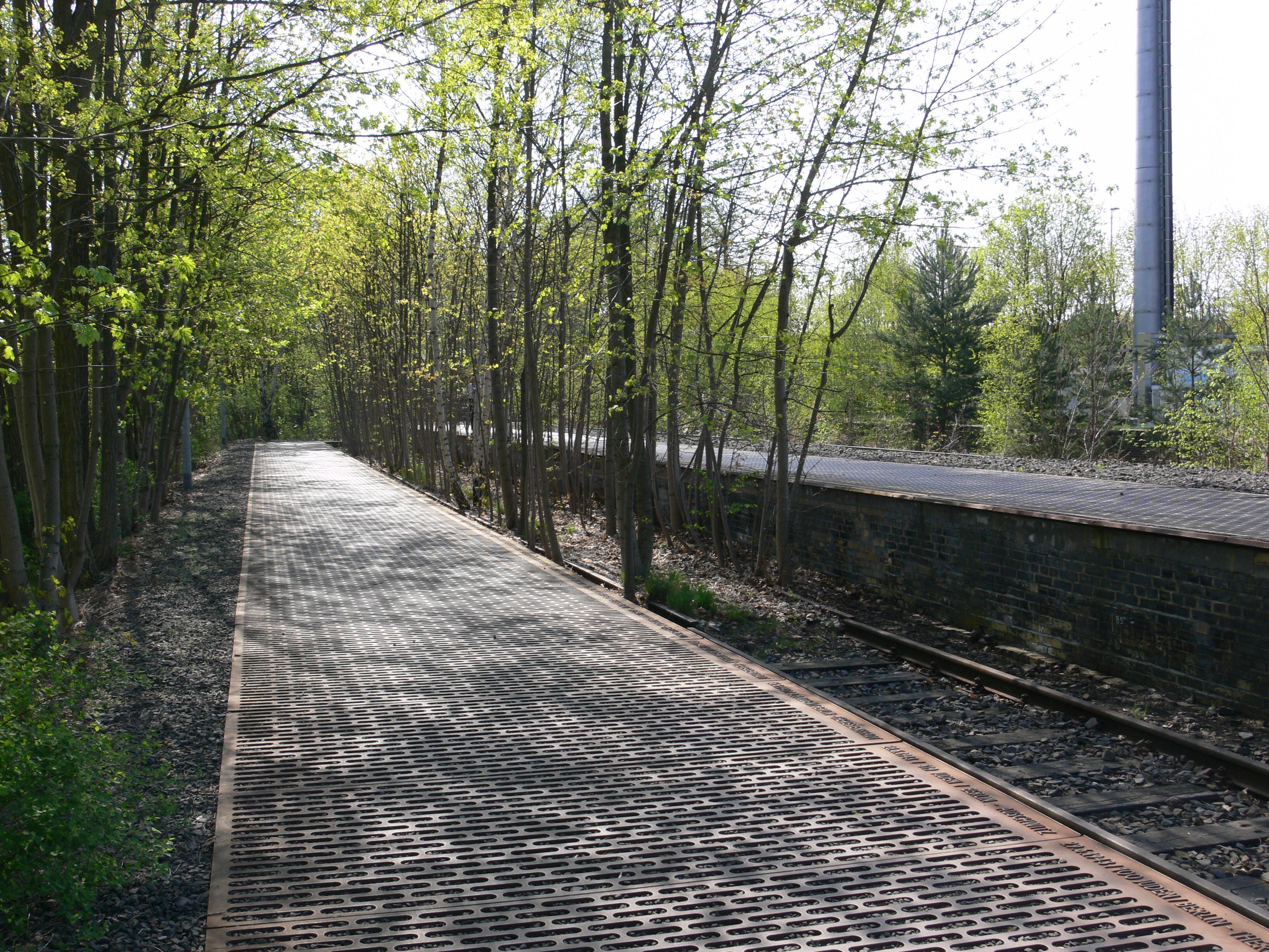 Gleis 17, um local próximo ao Teufelsberg que é um memorial às vítimas do holocausto
