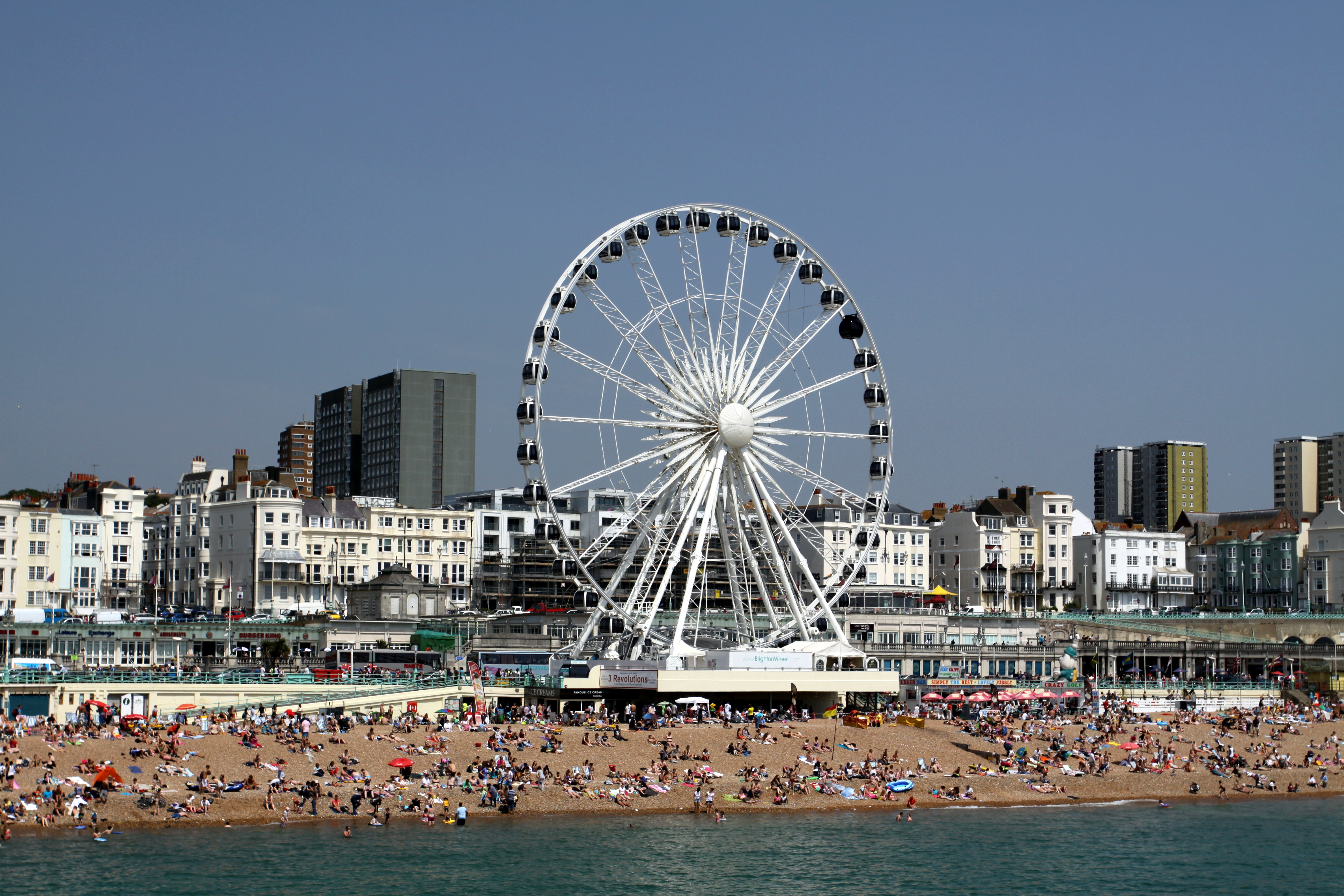 https://upload.wikimedia.org/wikipedia/commons/5/55/Brighton_Wheel_on_the_beach_of_Brighton_in_summer_2013_(10).JPG