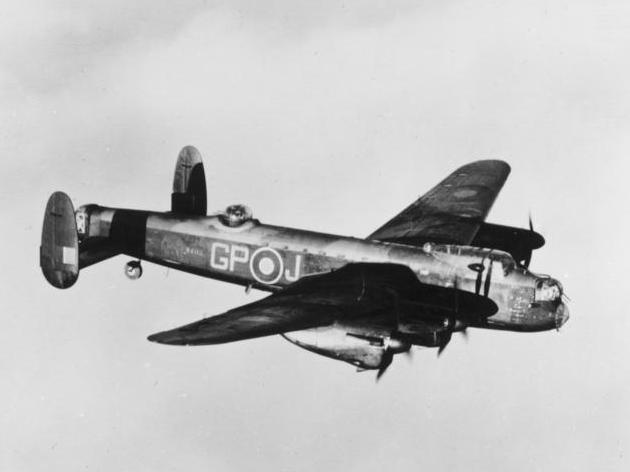 Bundesarchiv Bild 141-2716, Britisches Flugzeug Avro Lancaster.jpg