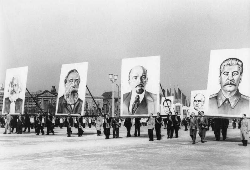 Bundesarchiv Bild 183-19400-0029, Berlin, Marx-Engels-Platz, Demonstration
