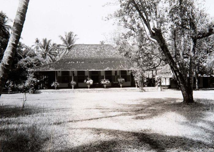 COLLECTIE TROPENMUSEUM Landhuis Depan bij Paal Merah Batavia TMnr 60016082
