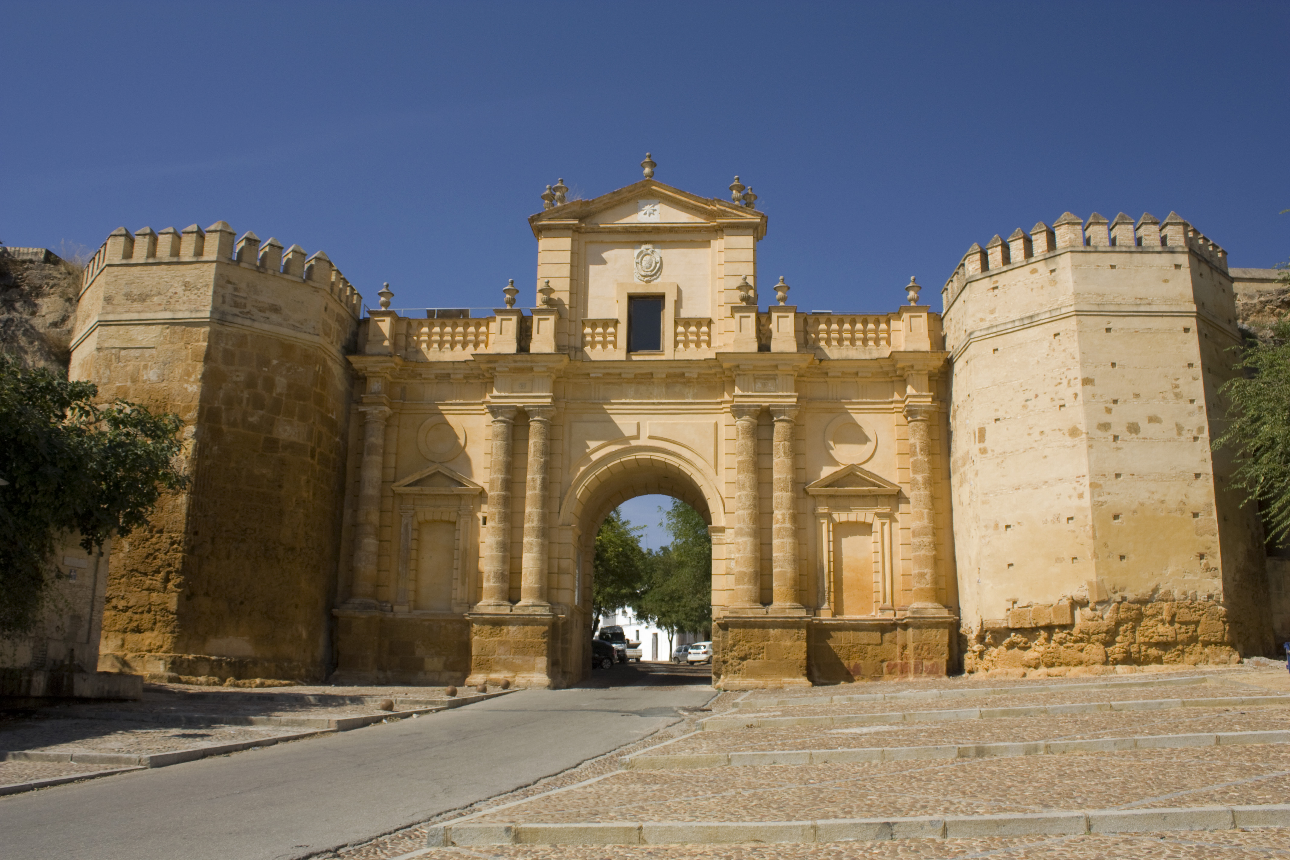 Carmona spain pictures and videos and news for Puerta de sevilla carmona