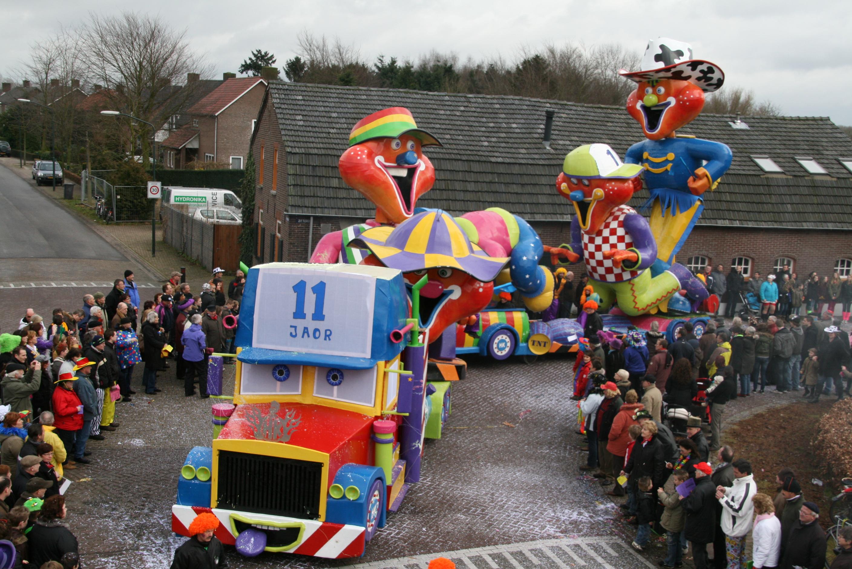 Carnavalsvereniging De Toeters The Happy Wanderer - Gablonzer Perlen
