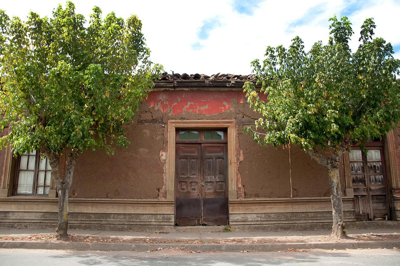 Casa donde, según la municipalidad de San Carlos, nació Violeta Parra. Monumento Histórico de Chile desde 1992.