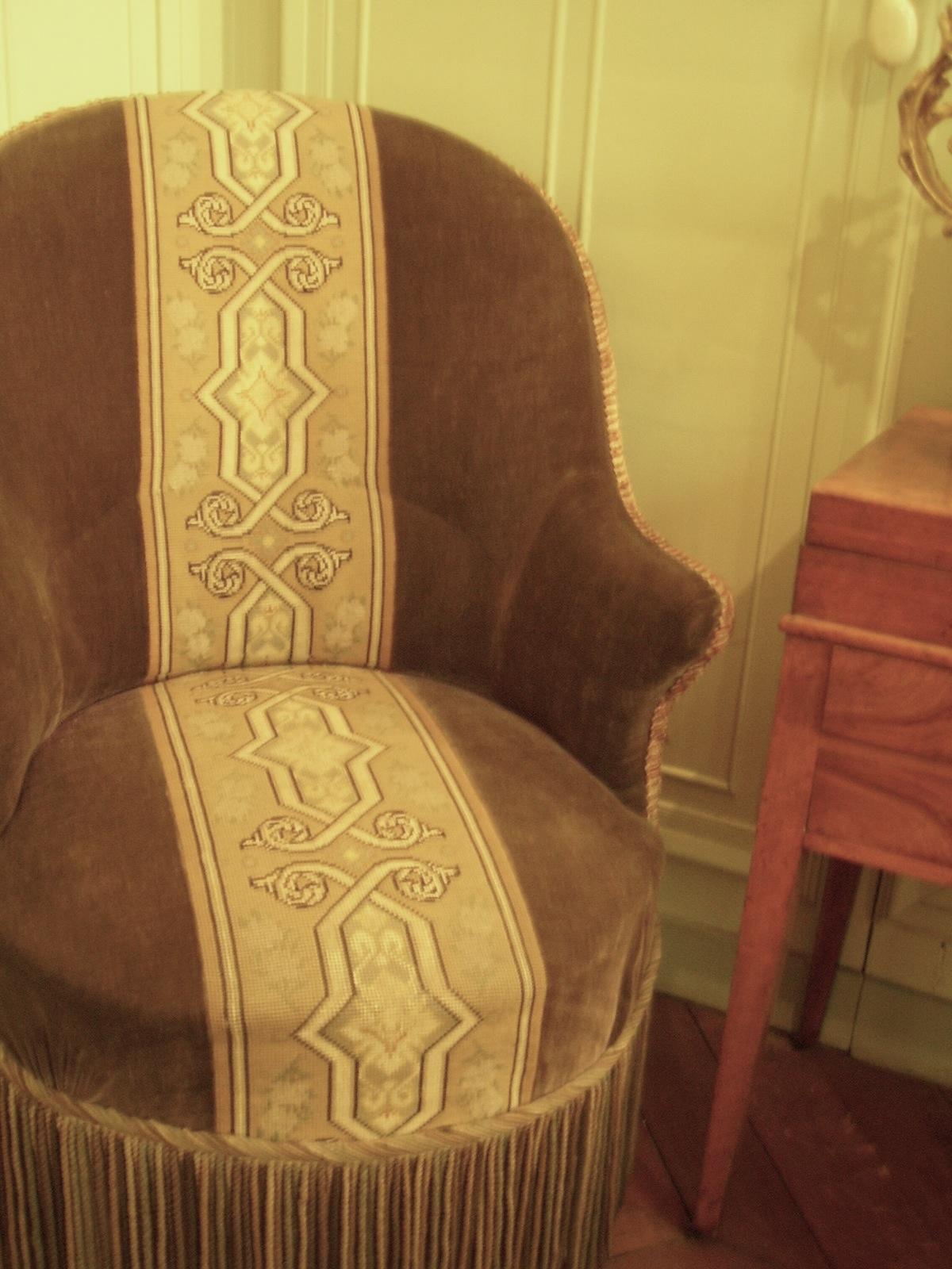 Chair_in_Mus%C3%A9e_Gustave_Moreau%2C_Paris.