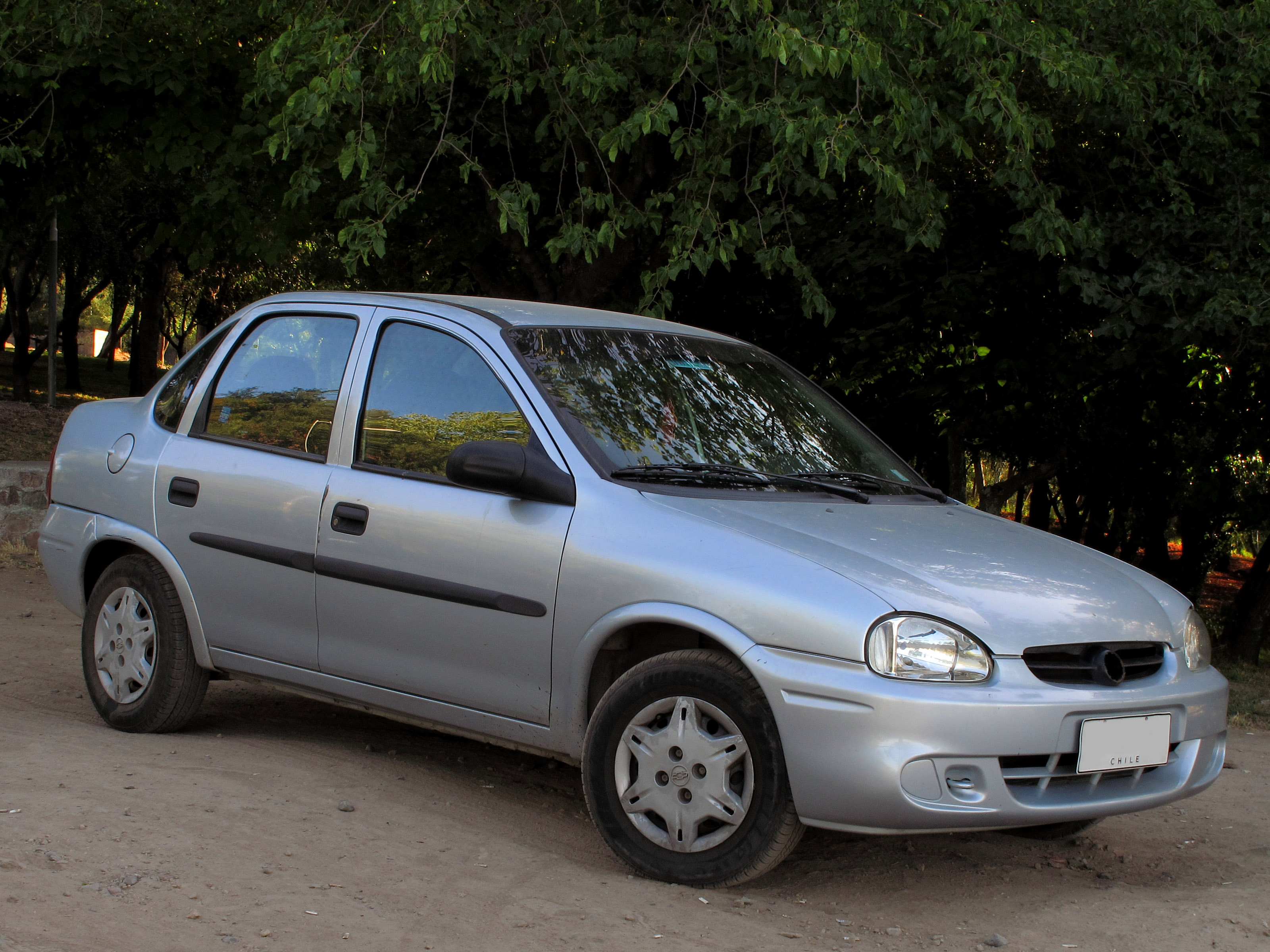 File:Chevrolet Corsa Classic 1.6 GL Sedan 2006 ...