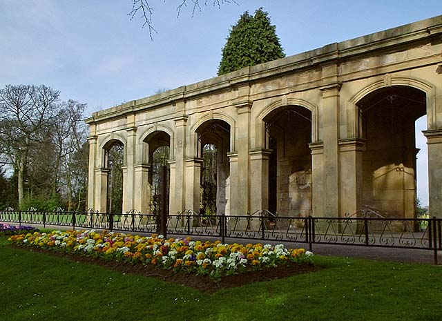 File:Colonnade, Stewart Park - geograph.org.uk - 392678.jpg