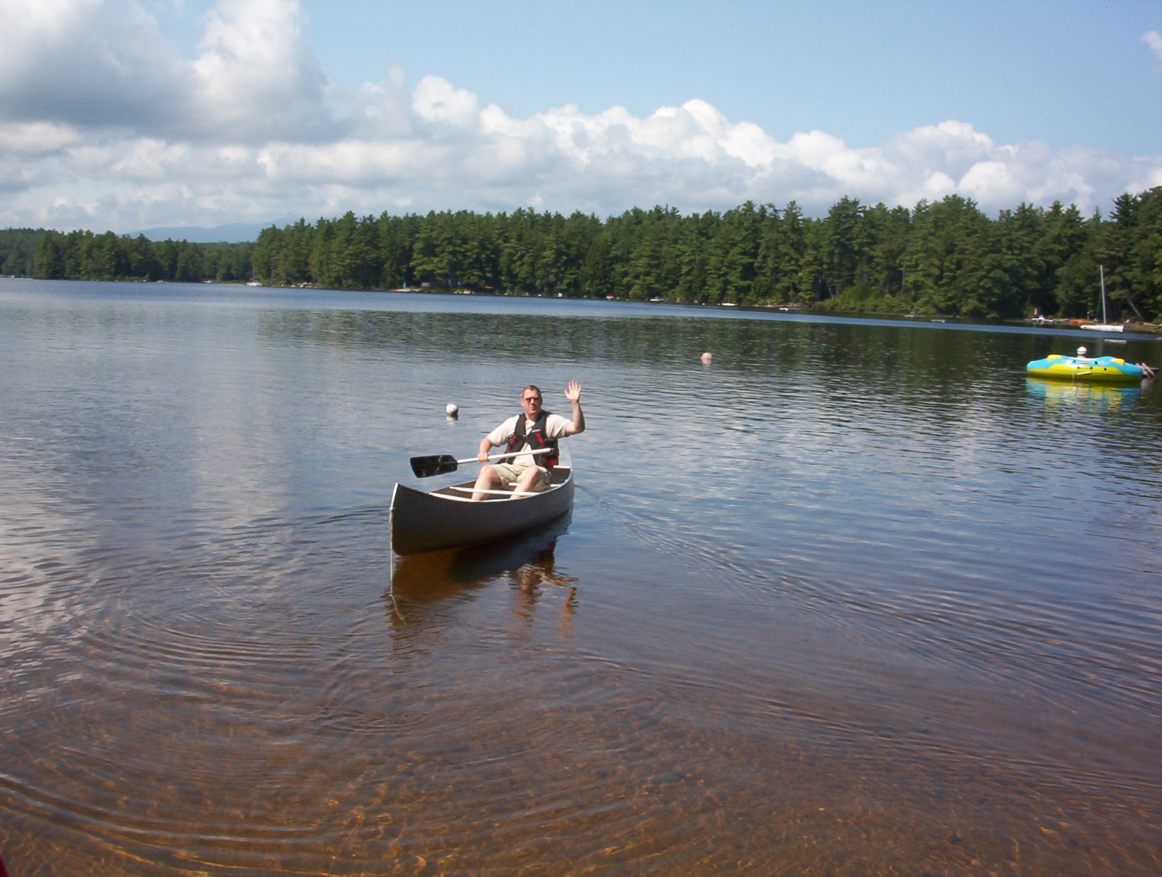 File conway lake canoeing jpg wikimedia commons for Nh fishing license