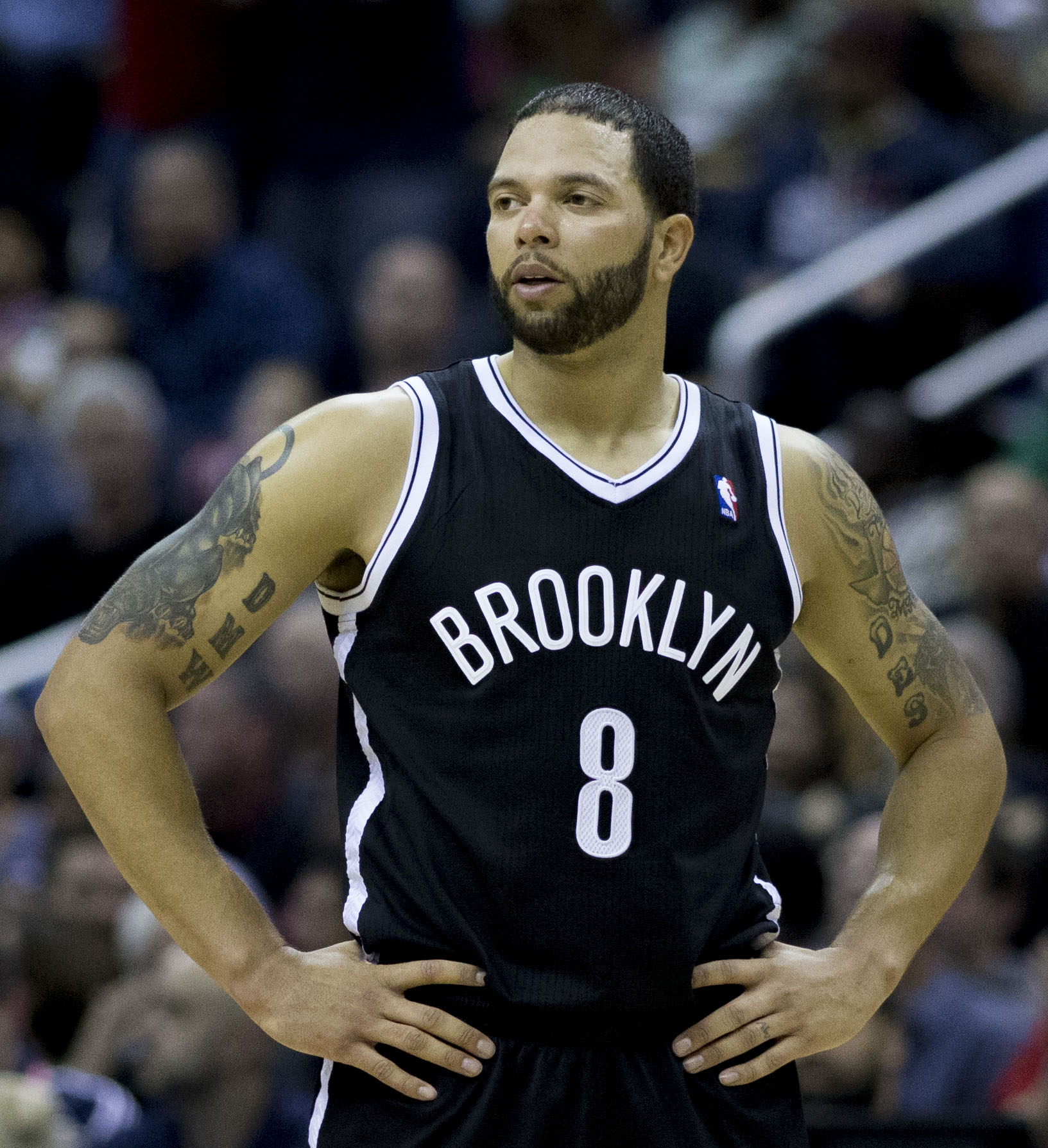 The 32-year old son of father (?) and mother(?), 191 cm tall Deron Williams in 2017 photo