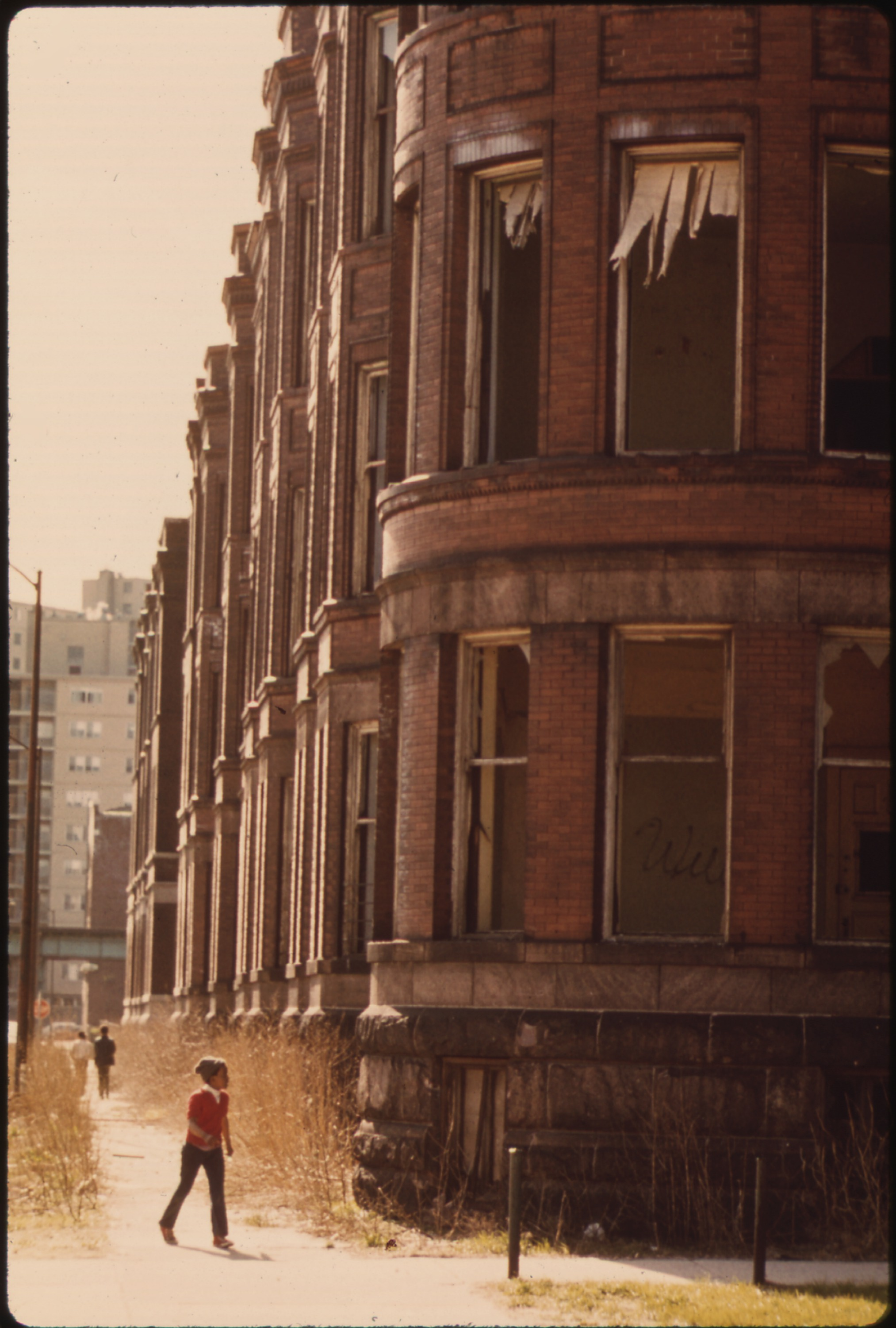 File:EMPTY HOUSING IN THE GHETTO ON CHICAGO'S SOUTH SIDE STRUCTURES ...