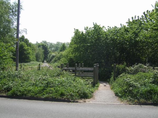 Footpath into the Stanmore Country Park - geograph.org.uk - 424238