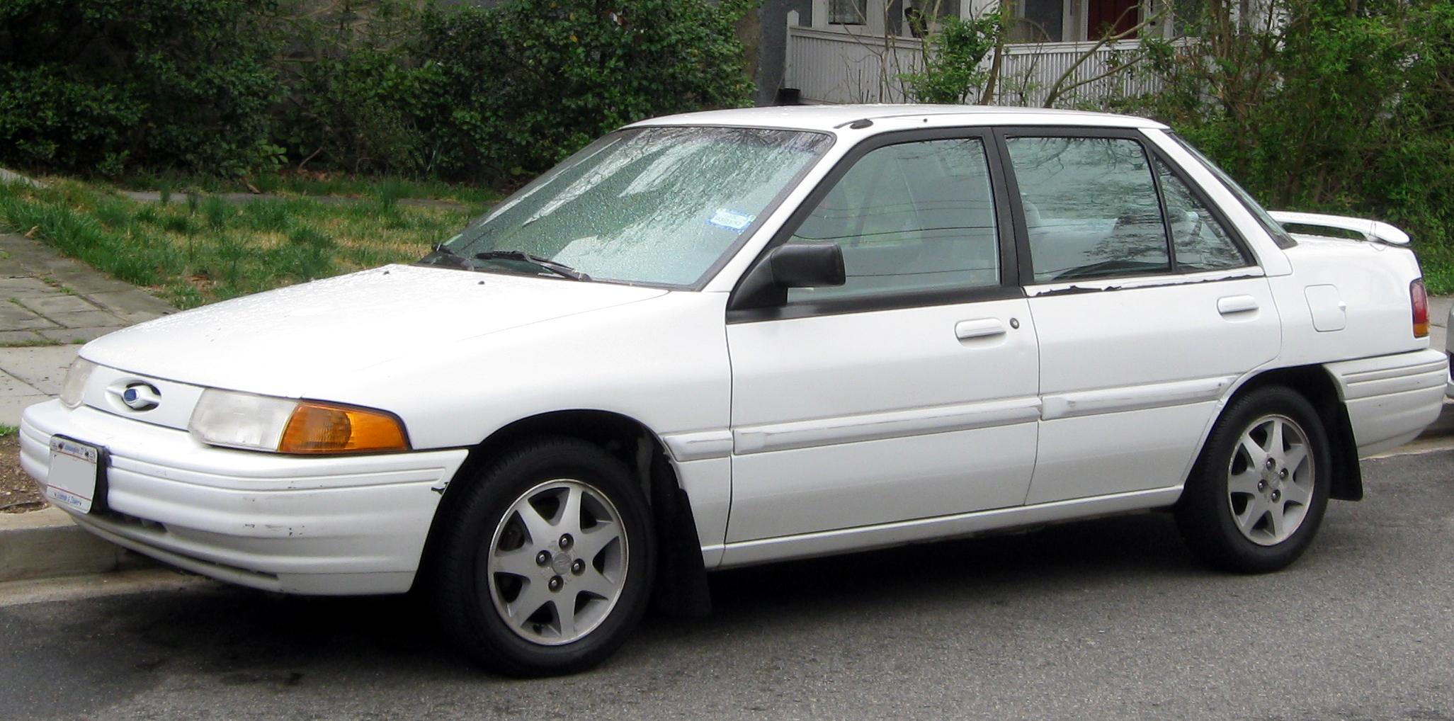 Description Ford Escort sedan -- 03-21-2012.JPG