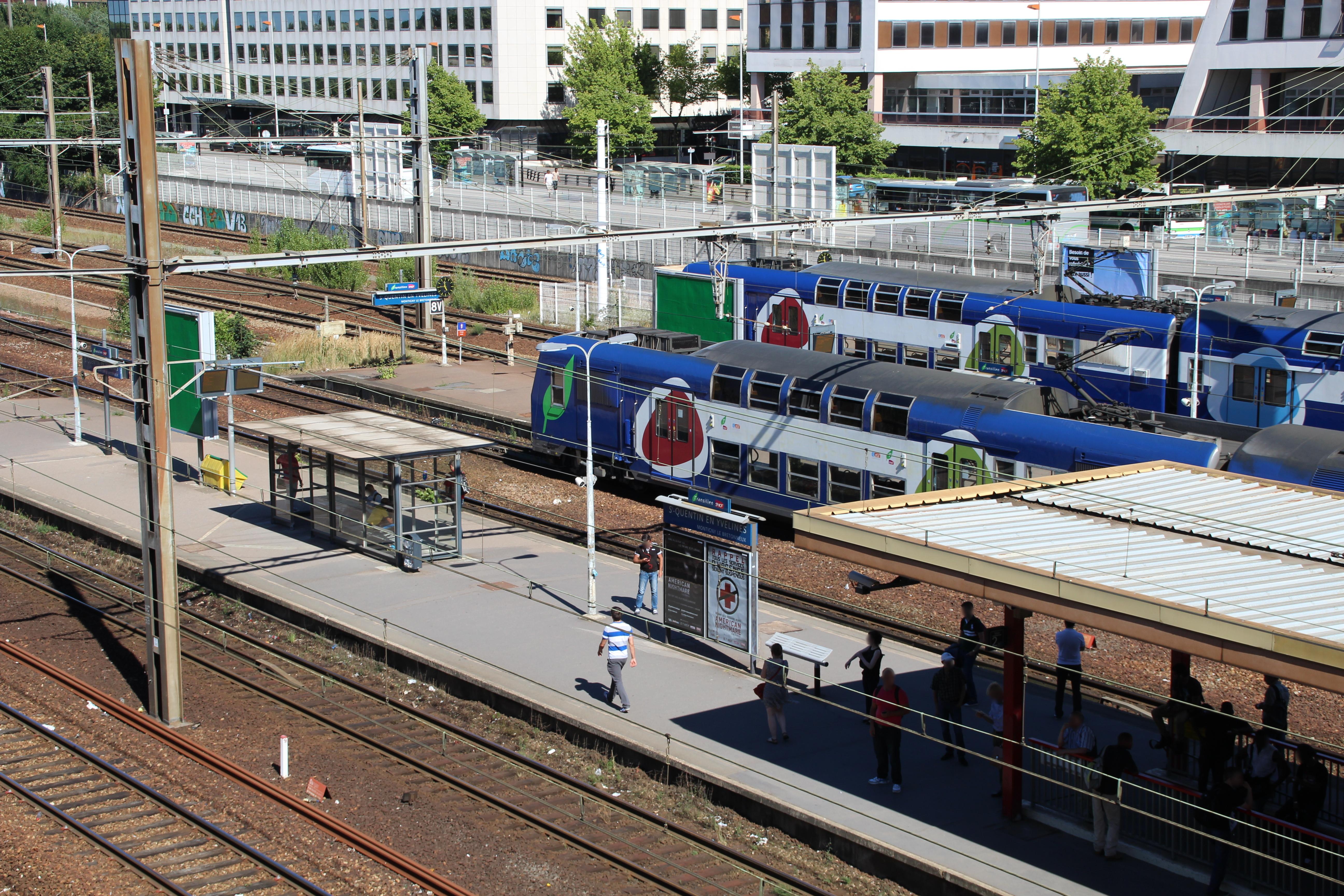 Passerelle de la gare de Saint-Quentin-en-Yvelines (Montigny-le ...