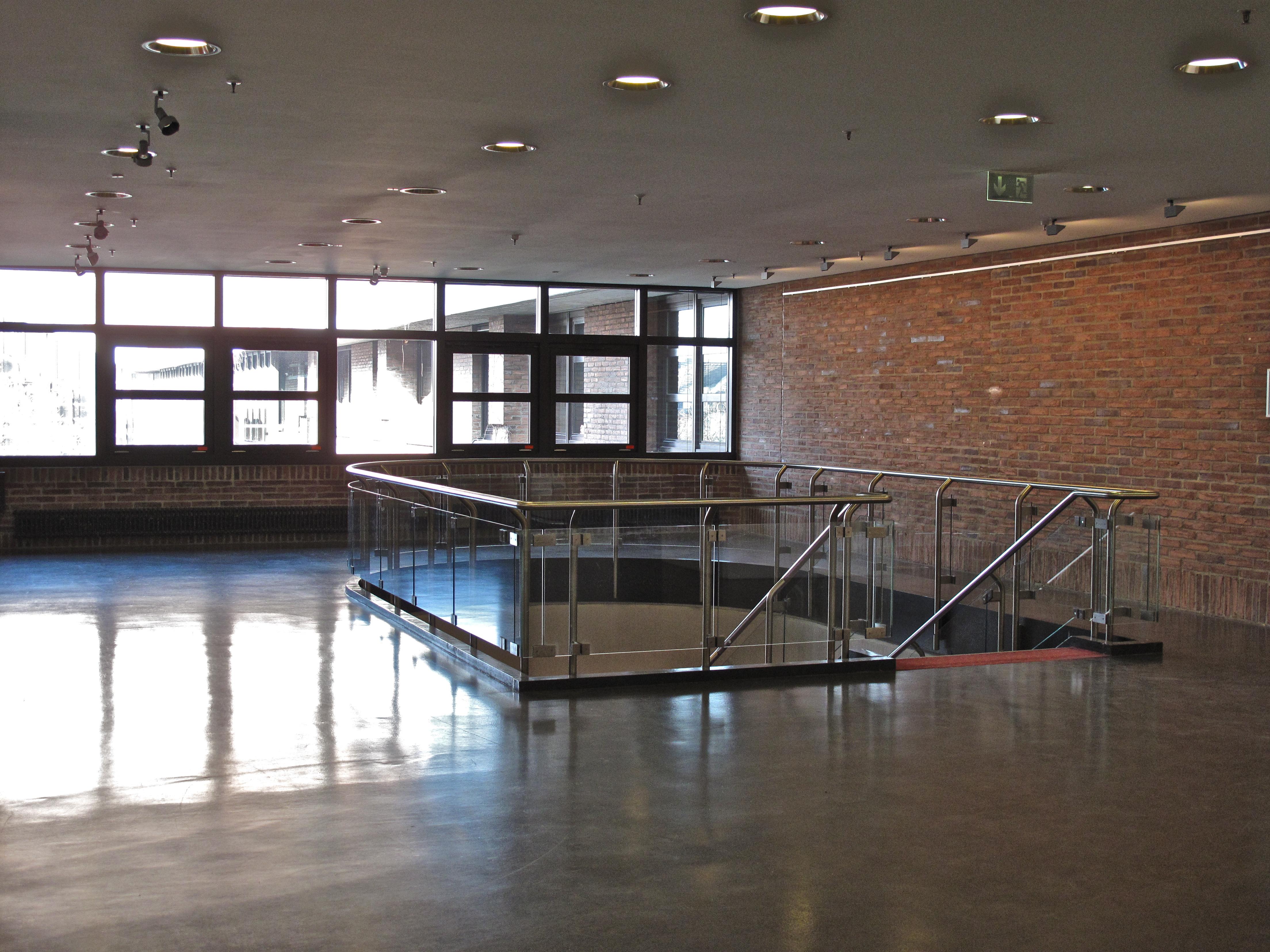 Künstlerisch Fensterfront Galerie Von File:gasteig Treppenabgang 2 Og Und Mit Blick