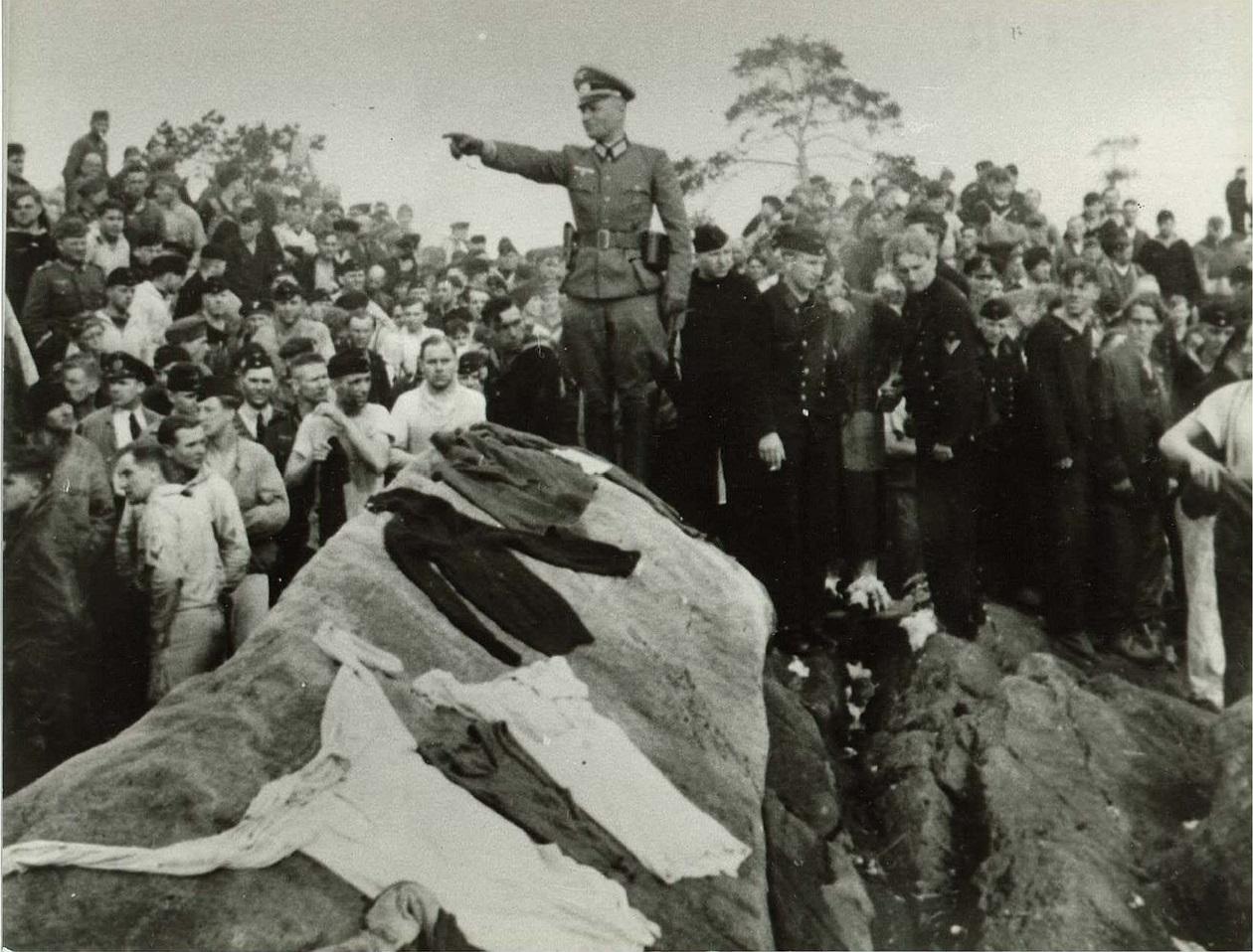 Спасшиеся немцы на берегу