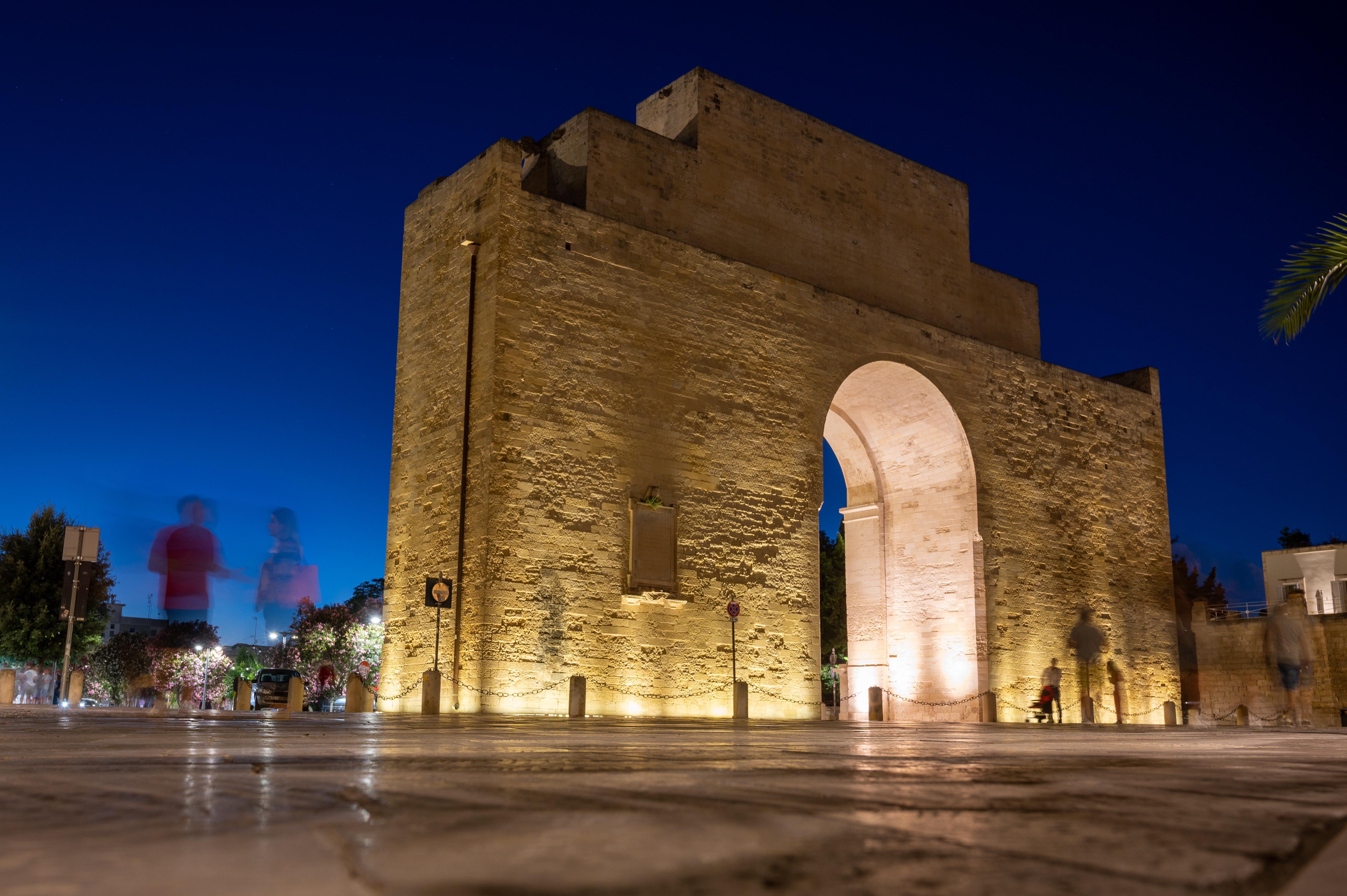 File:Ghostly night life at Porta Napoli in Lecce, Apulia ...