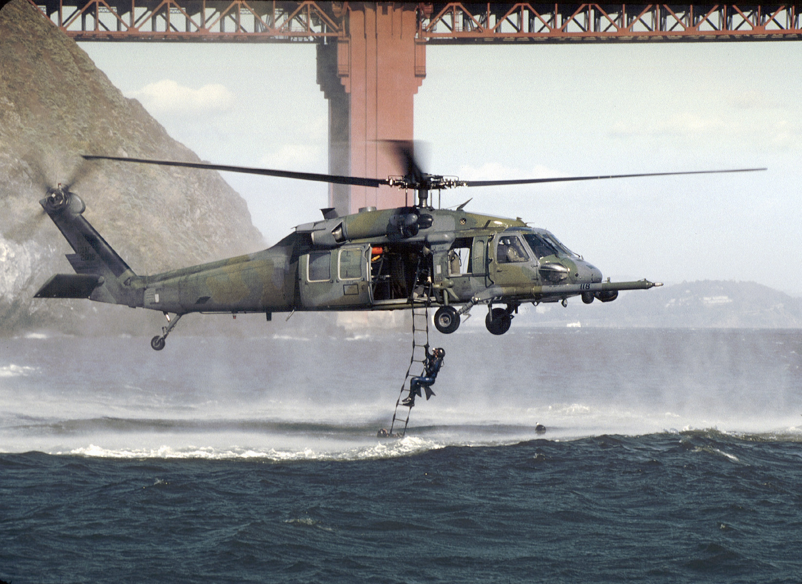 File:HH-60 129th Rescue Wing off Golden Gate 2002.jpg ...