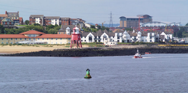 Herd groyne lighthouse from Tynemouth North pier. - geograph.org.uk - 496890