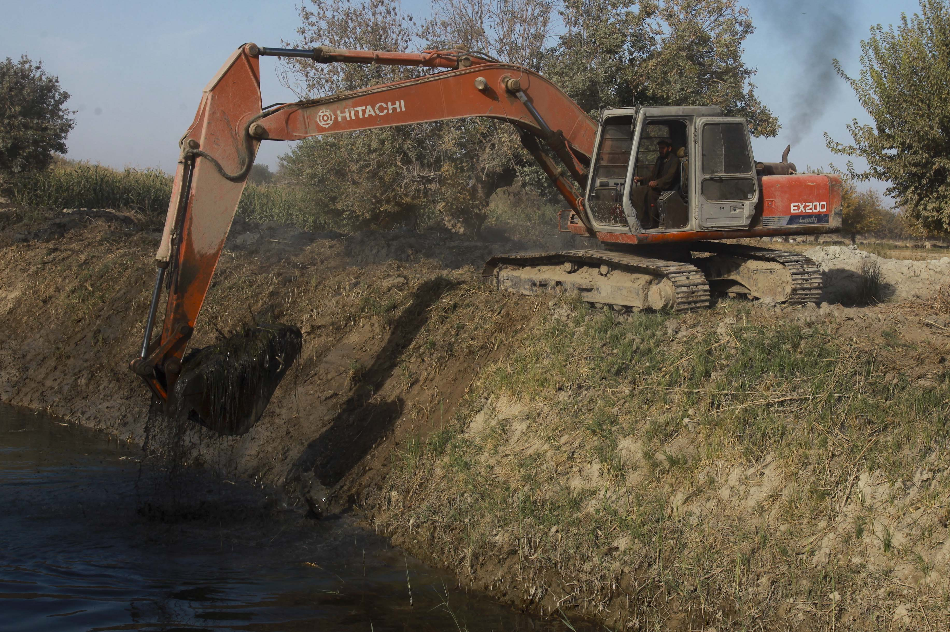 file hitachi ex 200 excavator in nawa district afghanistan jpg