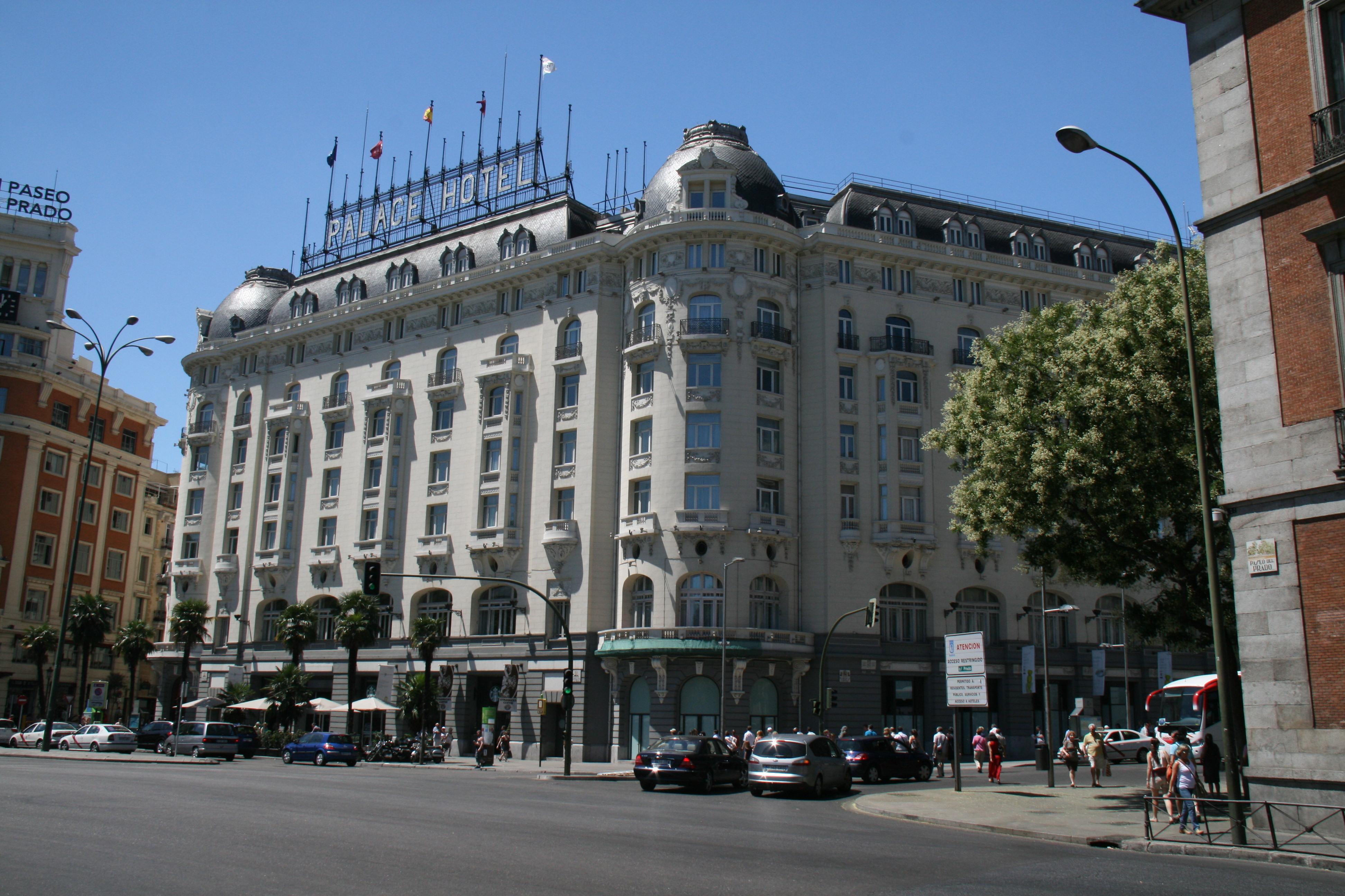 Pin recepcion del hotel guadalpin en marbella coleccion for Hotels madrid
