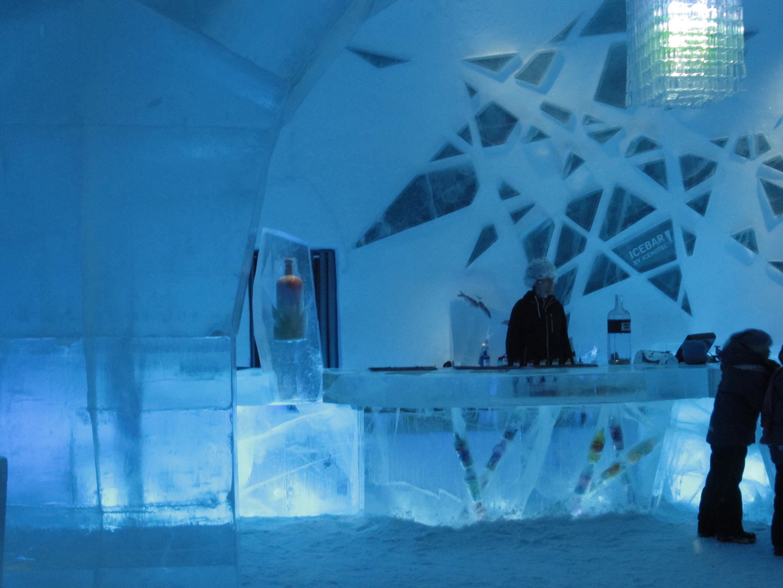 http://upload.wikimedia.org/wikipedia/commons/5/55/Icebar_Icehotel_Jukkasj%C3%A4rvi_2012.JPG