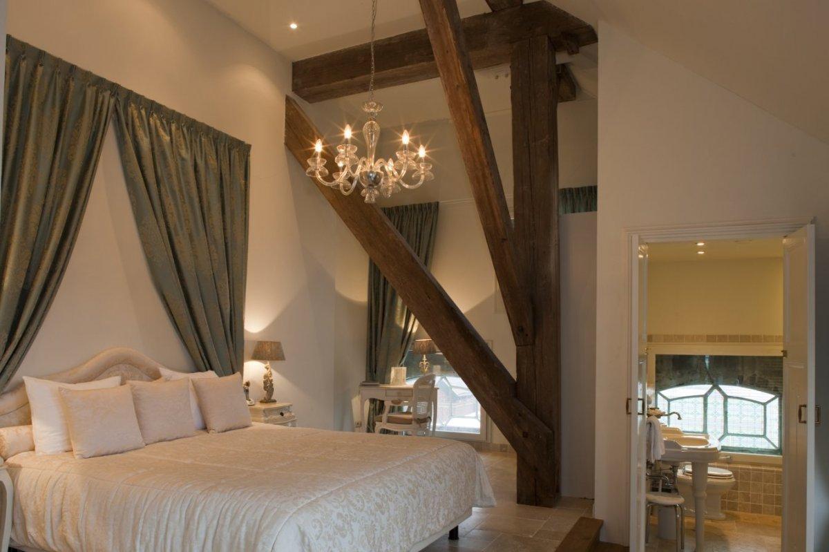 fileinterieur overzicht van hotelkamer op de eerste verdieping westerlee 20534134