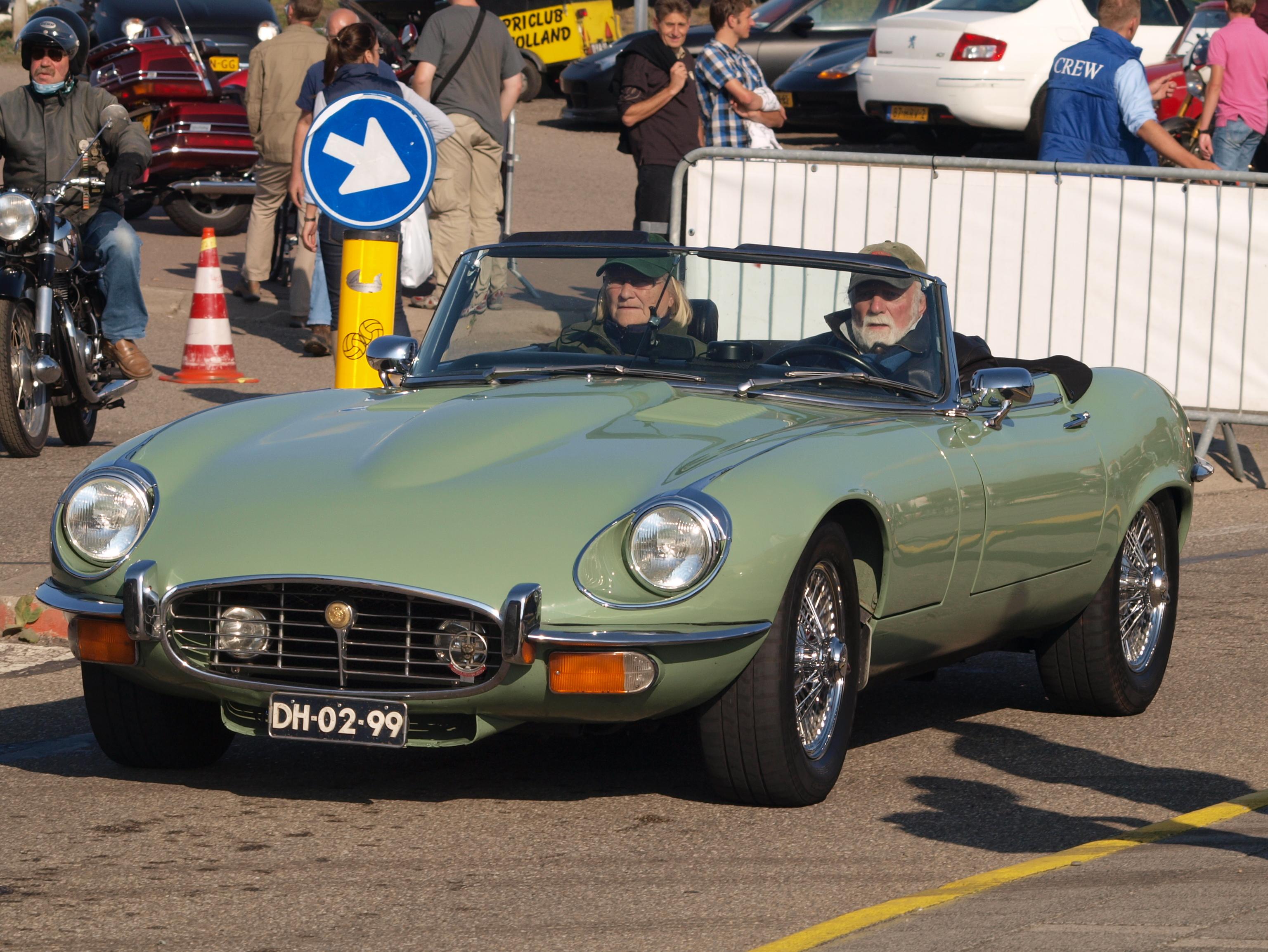 Jaguar E Type >> File:Jaguar E-Type Series III V12 Cabriolet dutch licence ...