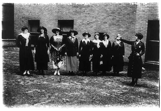 File:June 25 1918 Capt Edyth Totten and women police reserve.jpg