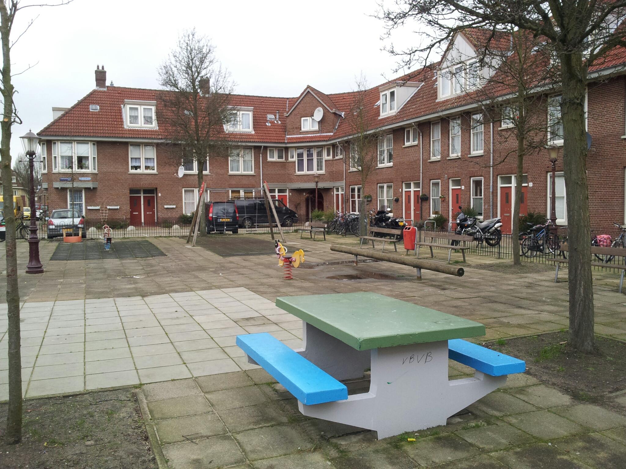 File:Koekoeksplein 1-13, Amsterdam.jpg