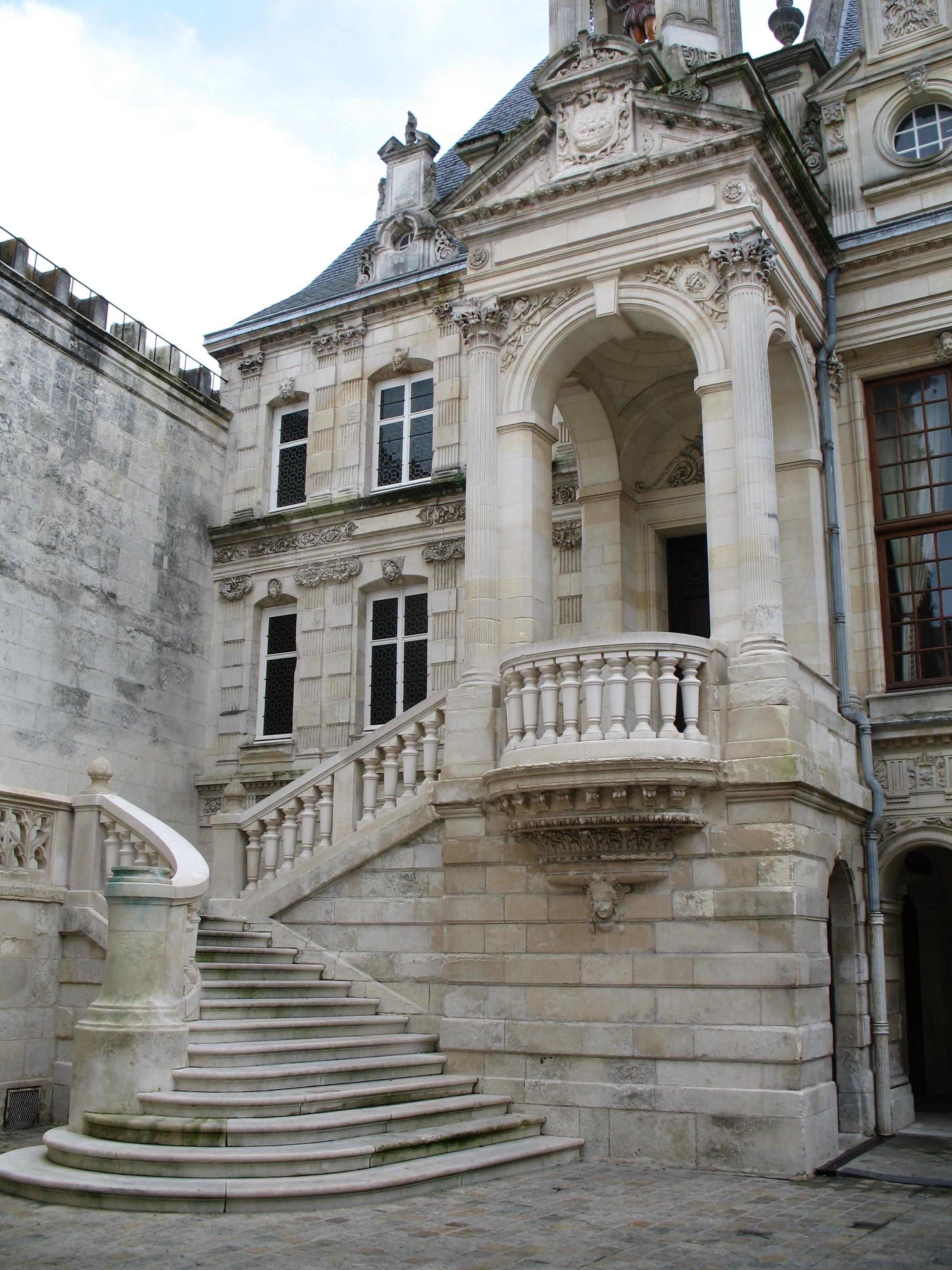 File la rochelle hotel de ville escalier jpg wikimedia for Hotel la rochelle piscine