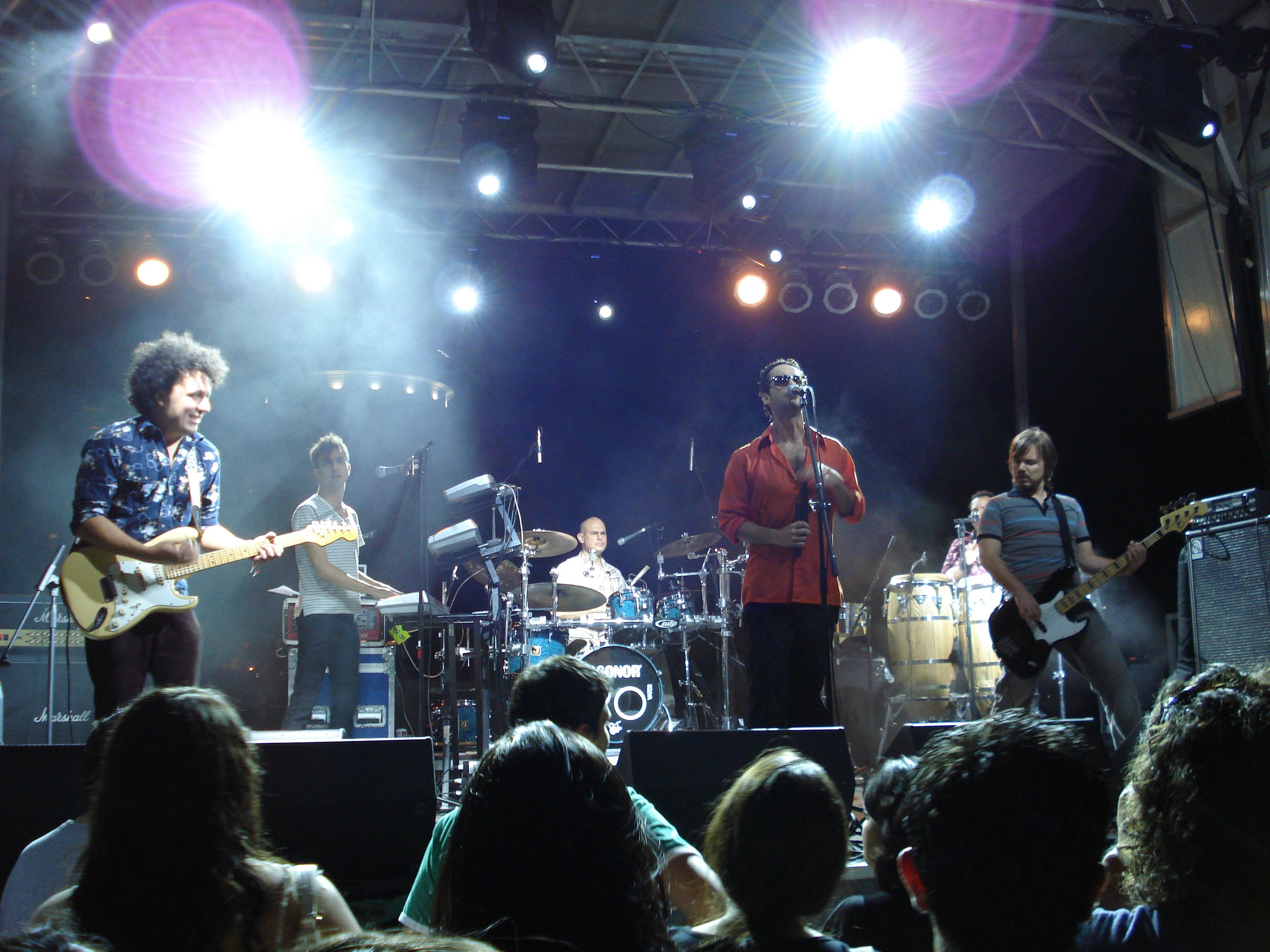 Los Amigos Invisibles, grupo de dance, funk y fusión