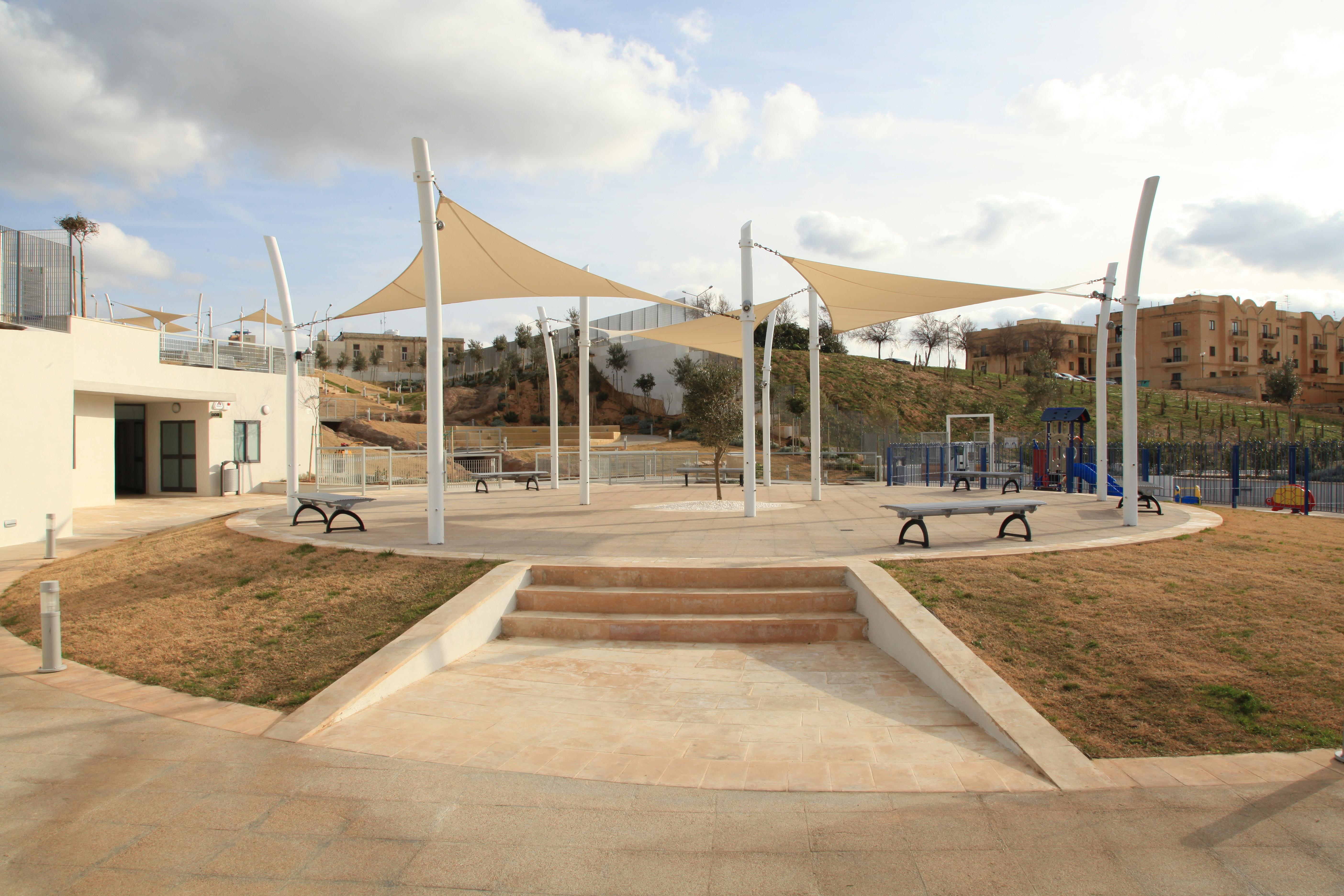 File:Malta - Pembroke - Triq Pietro D\'Armenia - Pembroke Gardens 07 ...