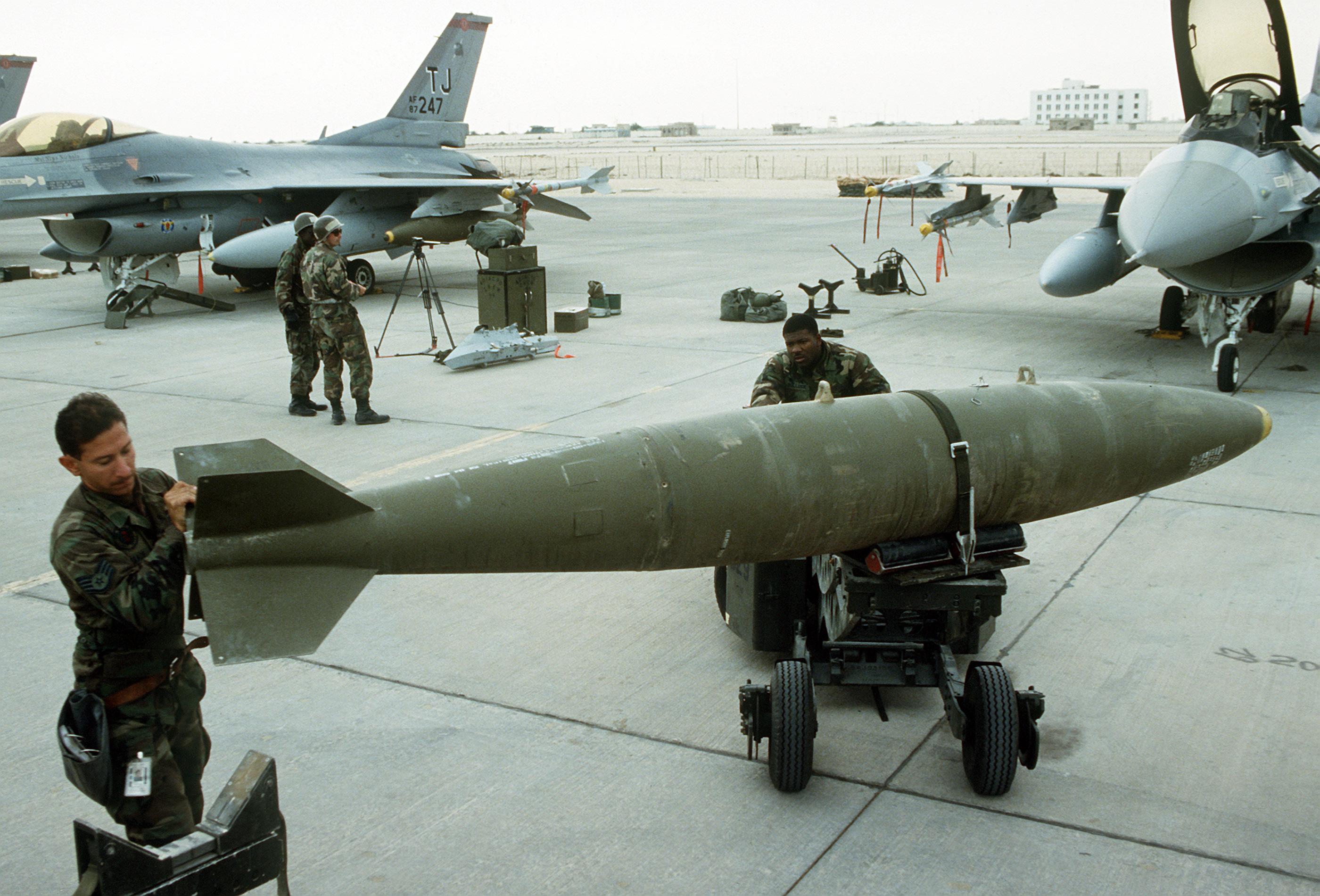 تجهیزات نظامی غرب