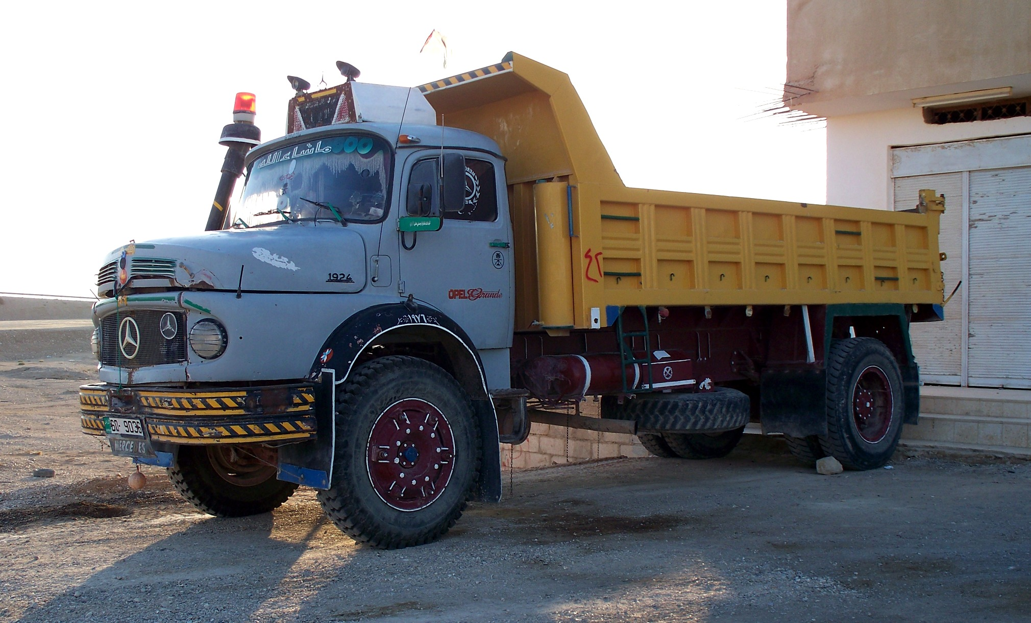 pin mercedes benz 1924 dump truckjpg wikimedia commons on