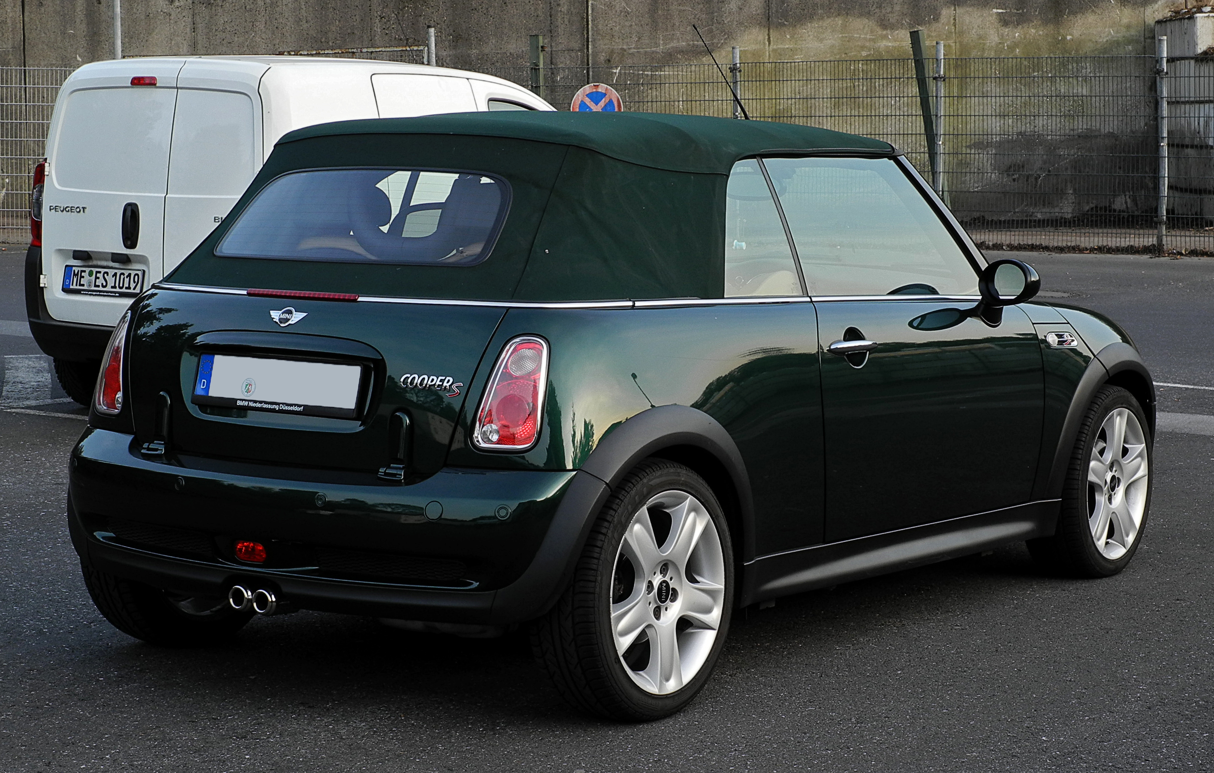 file mini cooper s cabriolet r52 heckansicht 25 september 2011 wikimedia. Black Bedroom Furniture Sets. Home Design Ideas
