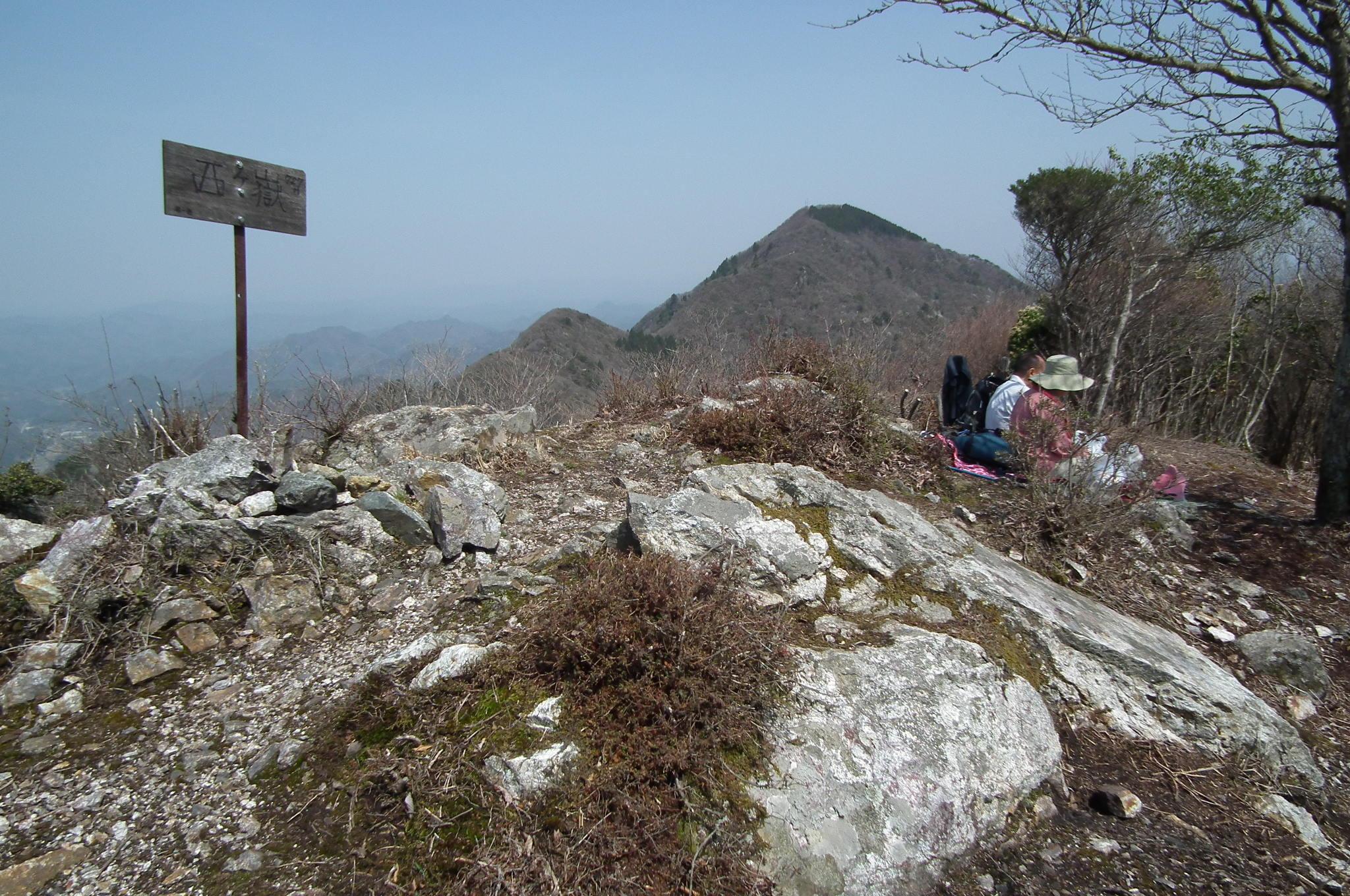 編集 ファイル:Mt. Nisgigatake-Mitake 西ヶ嶽山頂-御... 御嶽を望む(