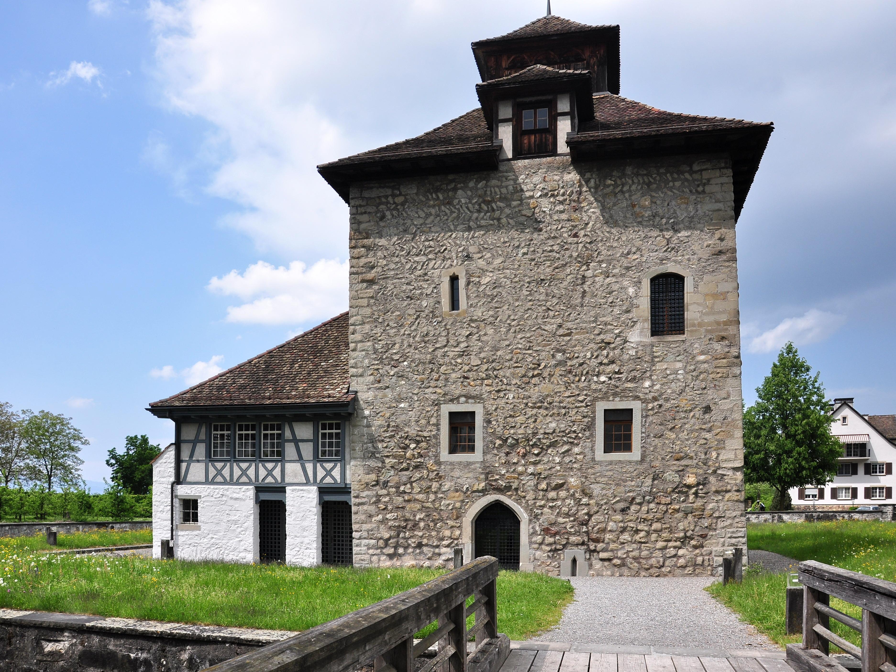 FilePfäffikon (SZ)  Schloss 20110430 141908 ShiftN