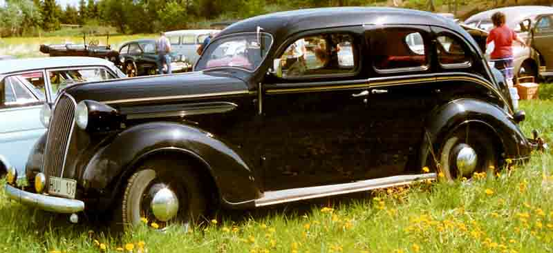 File plymouth p3 de luxe 4 door touring sedan for 1930 plymouth 4 door sedan
