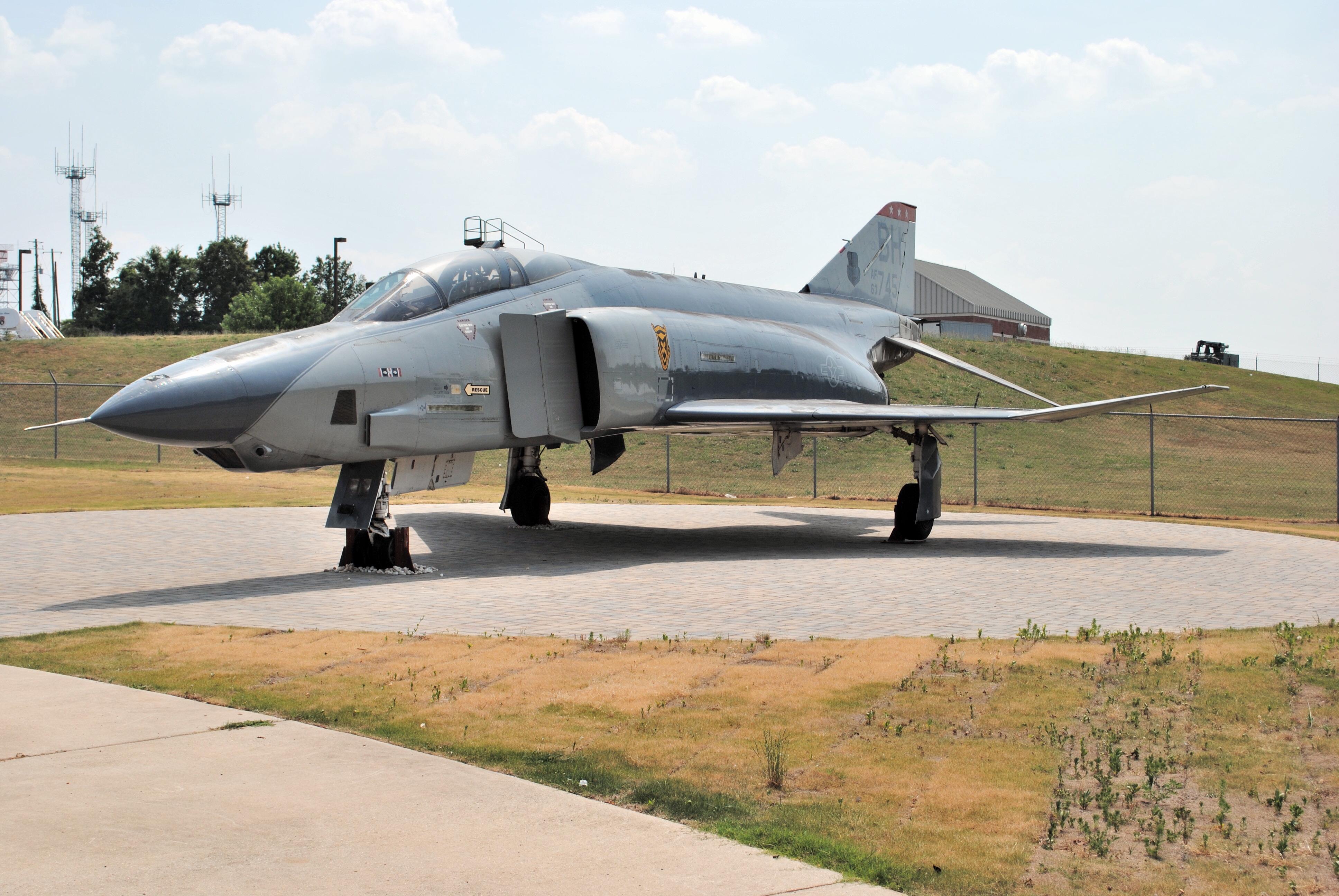 File:RF-4C Phantom outside of Alabama Air National Guard
