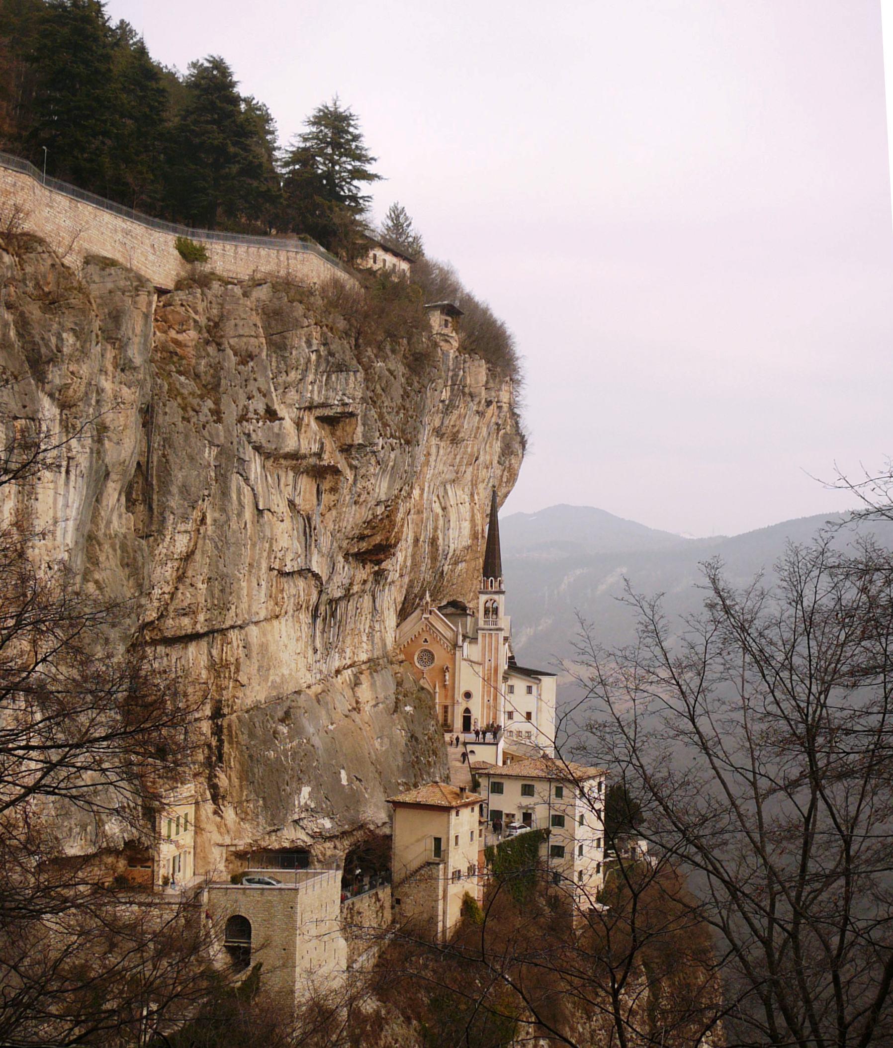 File santuario madonna della corona panorama jpg for Santuario madonna della corona