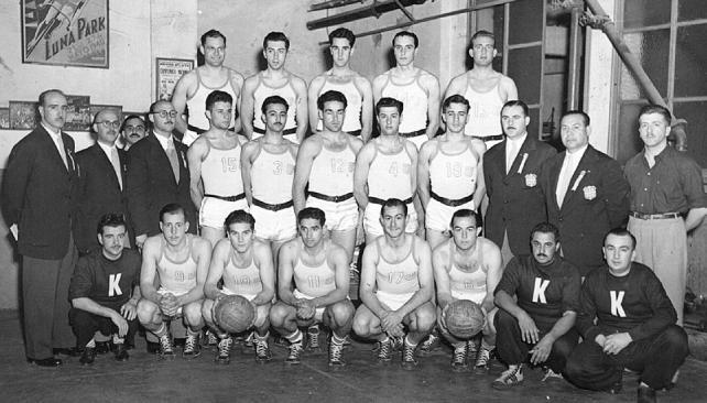 Equipo De Baloncesto De Las Mujeres Imagen De Archivo: Archivo:Selección De Basquetbol De Argentina En 1950.jpg