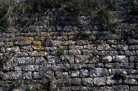 File:Sivergues pierres ebauchees.jpg